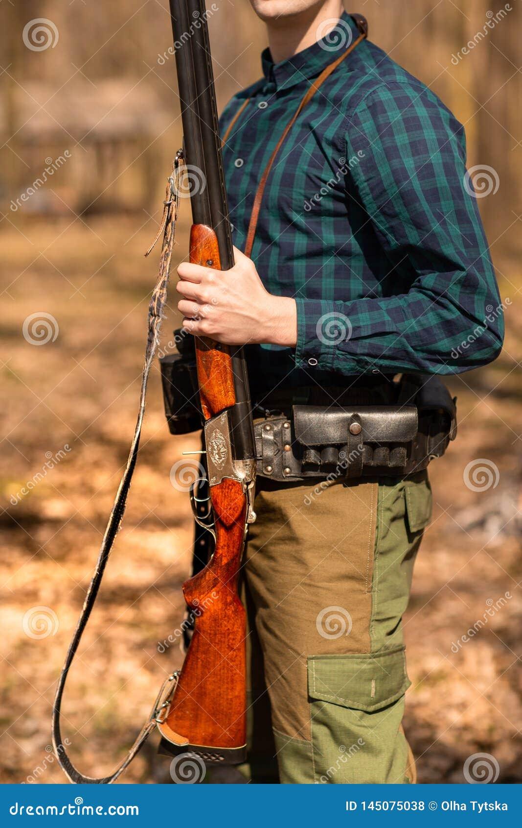 H?stjakts?song Manj?gare med ett vapen Jaga i tr?na