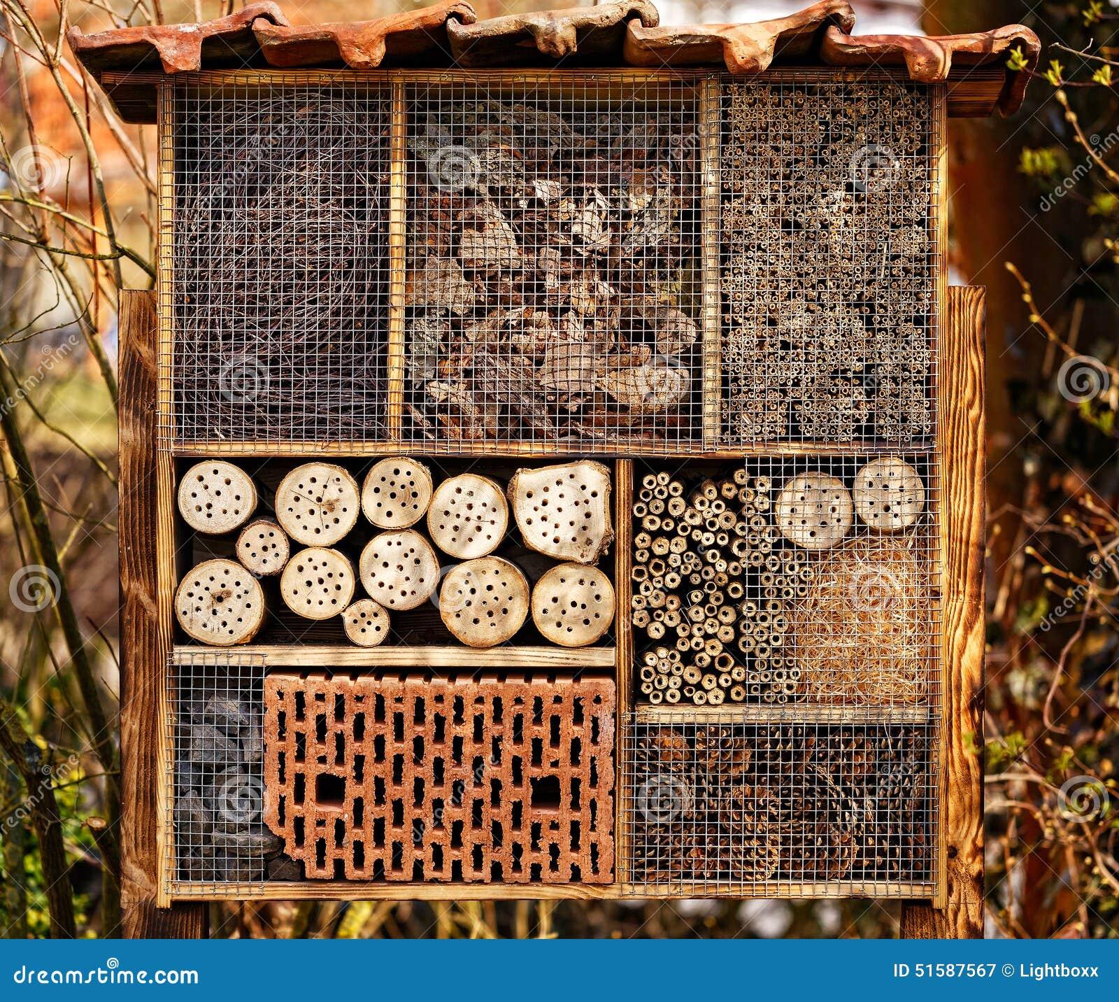 h tel sauvage d 39 abeille h tel d 39 insecte photo stock image 51587567. Black Bedroom Furniture Sets. Home Design Ideas