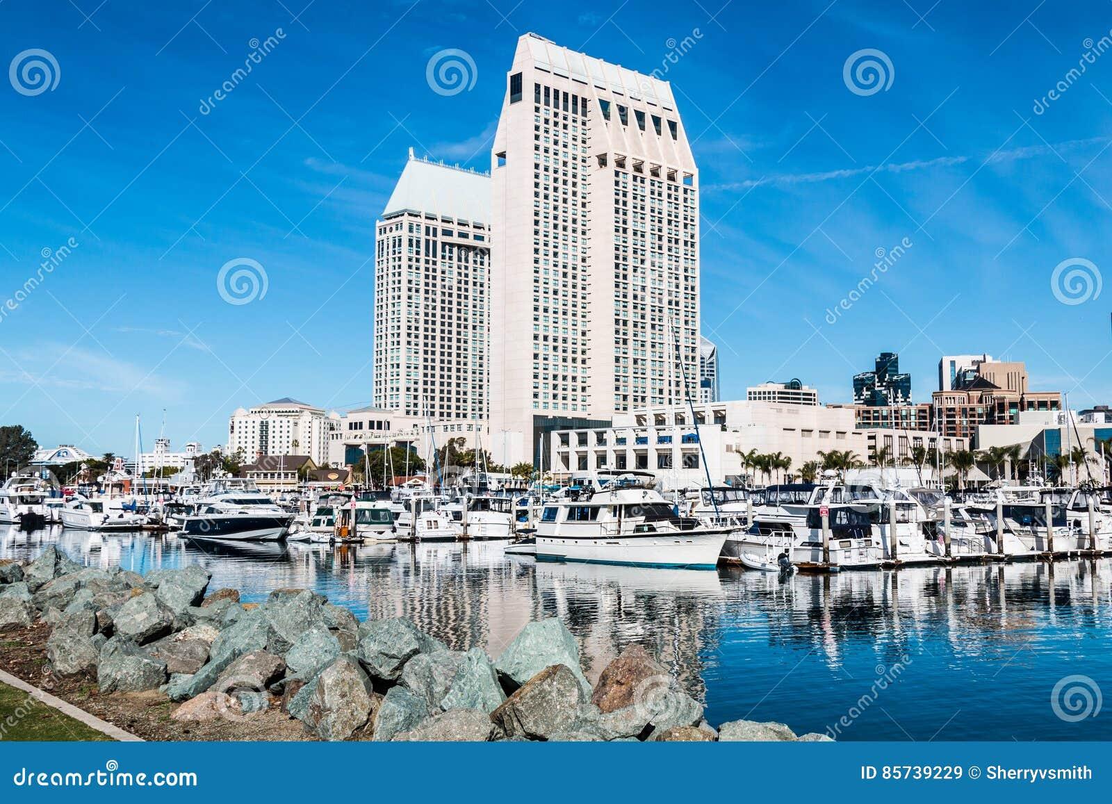 Hôtels et horizon de ville chez Embarcadero Marina Park North