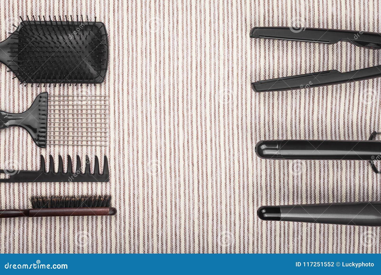 Haar die hulpmiddelen rechtmaken die tegengesteld aan kammen liggen