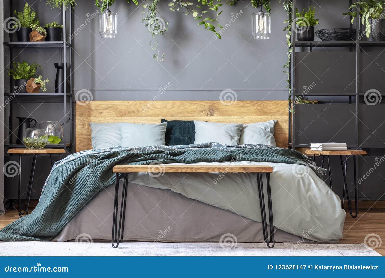 Haarnadelbank Die Das Im Grossformat Bett Mit Vielen Kissen