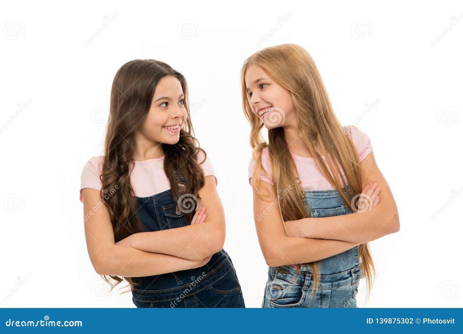 Haarpflegespitzen und Berufsbehandlung Weibliches Attribut des langen Haares Mädchen lassen normalerweise ihr Haar lang wachsen f