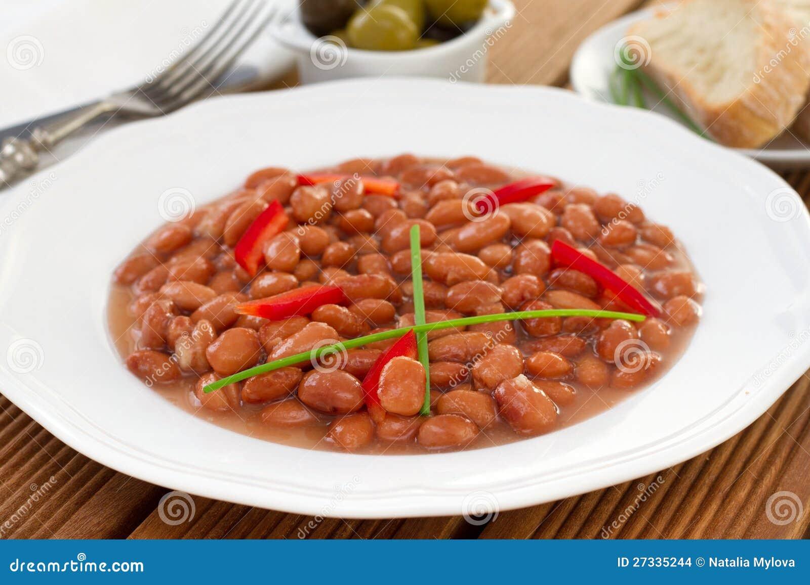 Habas rojas con la pimienta roja en salsa