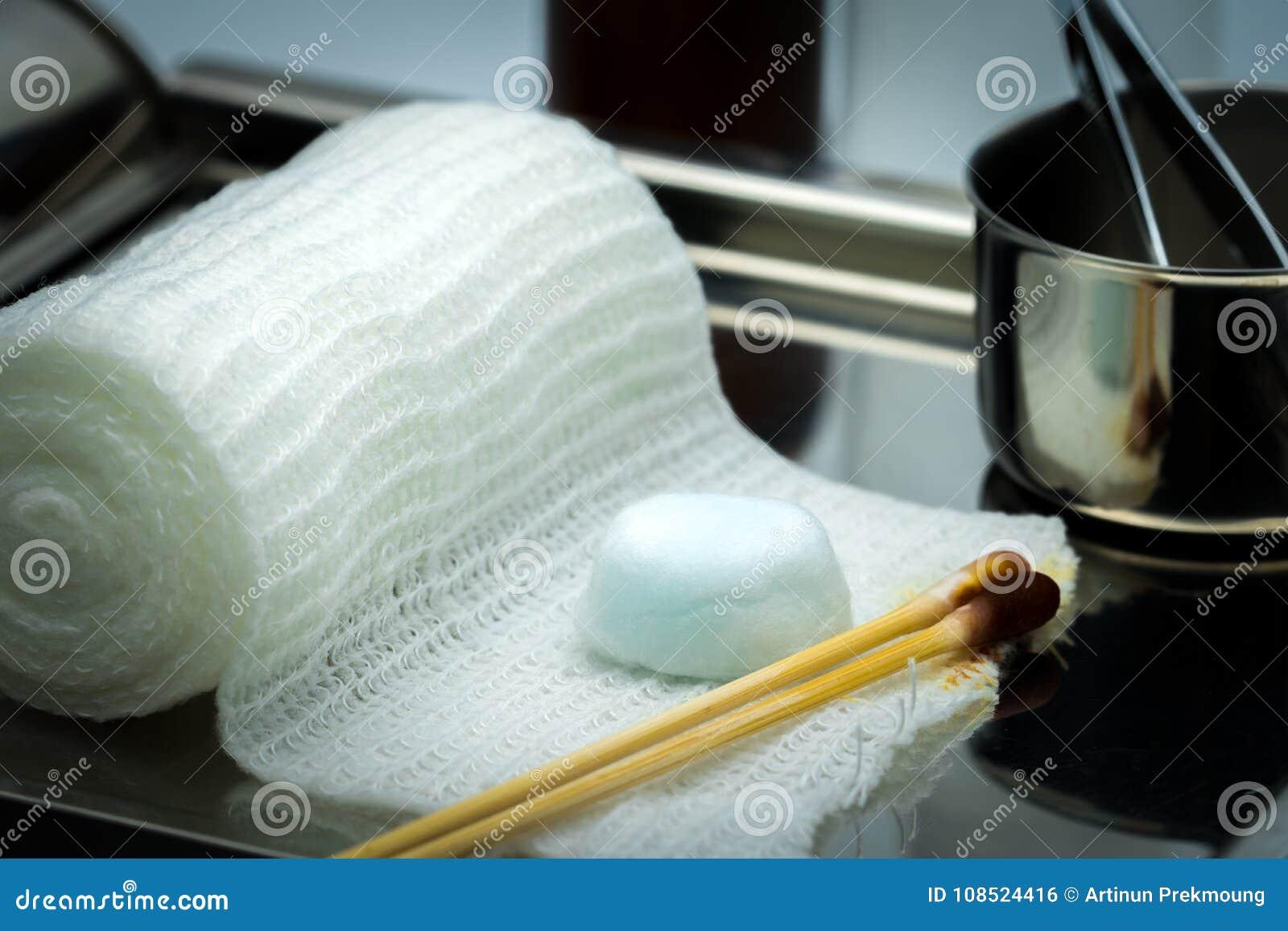 Habillage de soin de blessure réglé sur la plaque d acier inoxydable WI de boule de coton