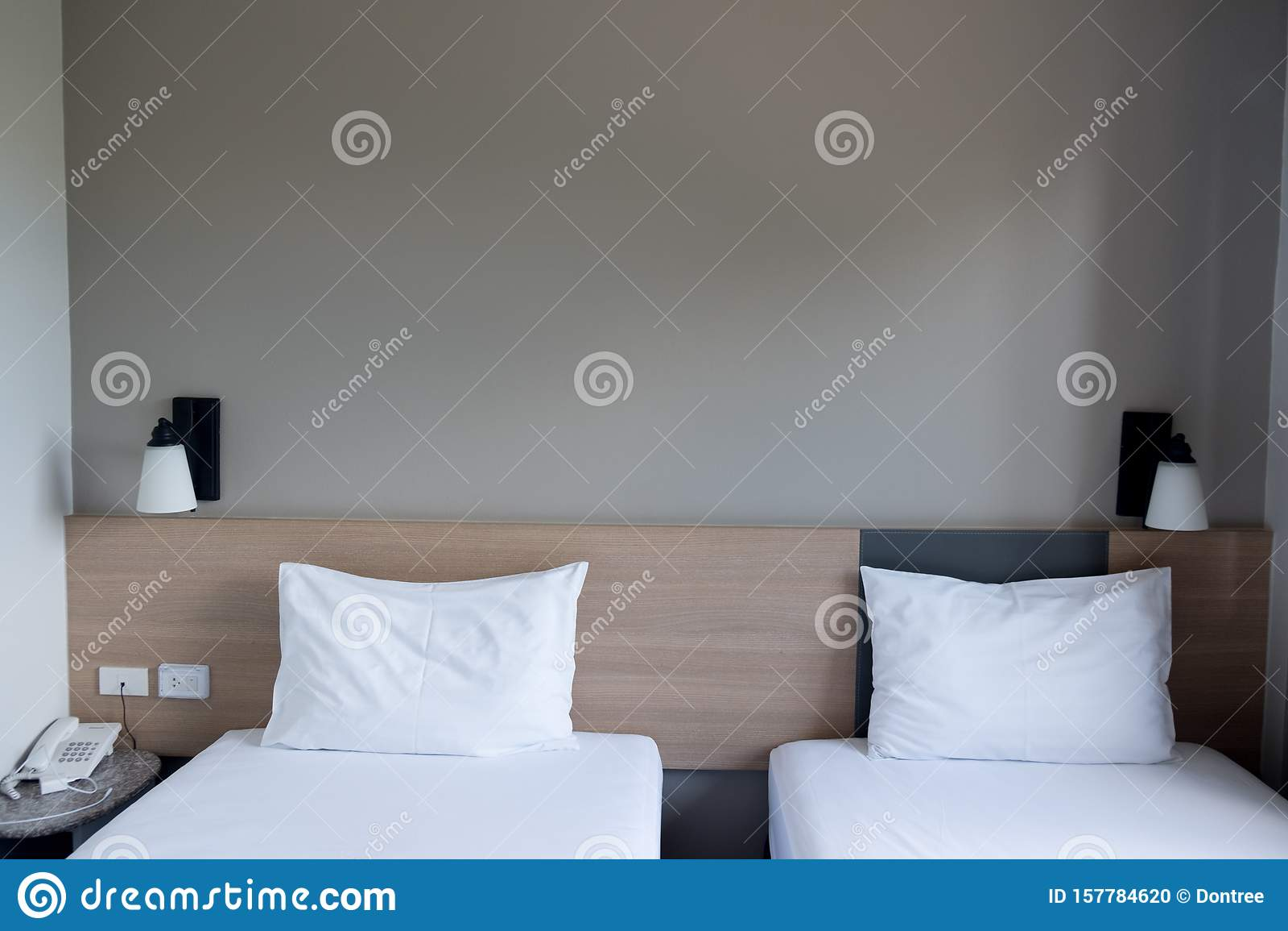 Habitaciã N En Un Hotel Con Dos Camas Individuales Foto De Archivo Imagen De Habitación Camas 157784620