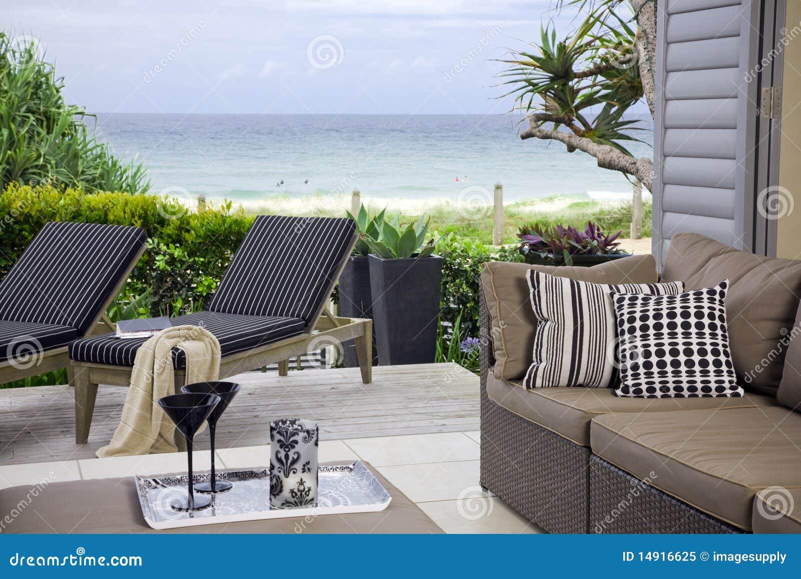 Habitación hermosa de la línea de costa con opiniones de océano