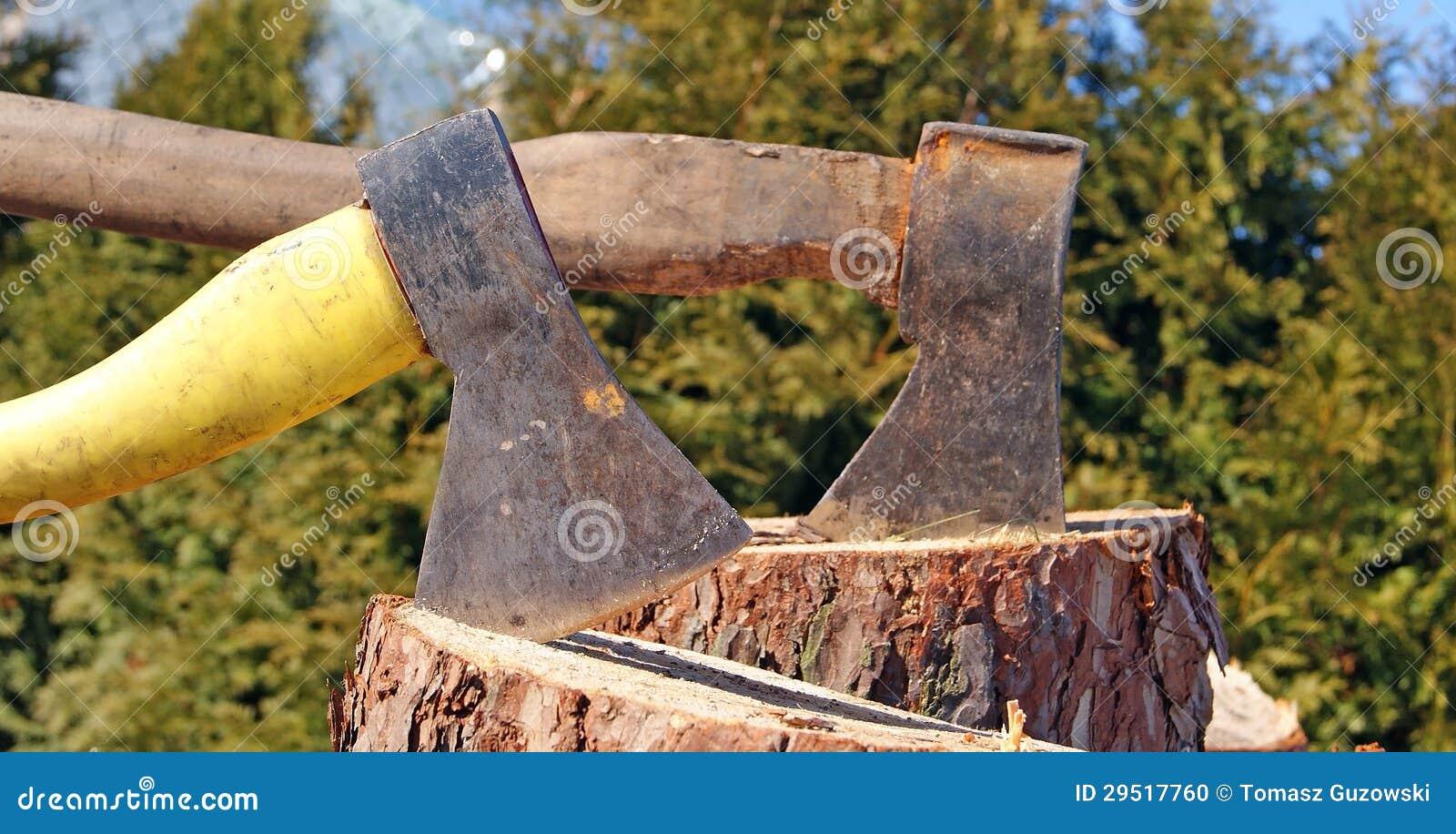hache avec du bois coup photo stock image 29517760. Black Bedroom Furniture Sets. Home Design Ideas