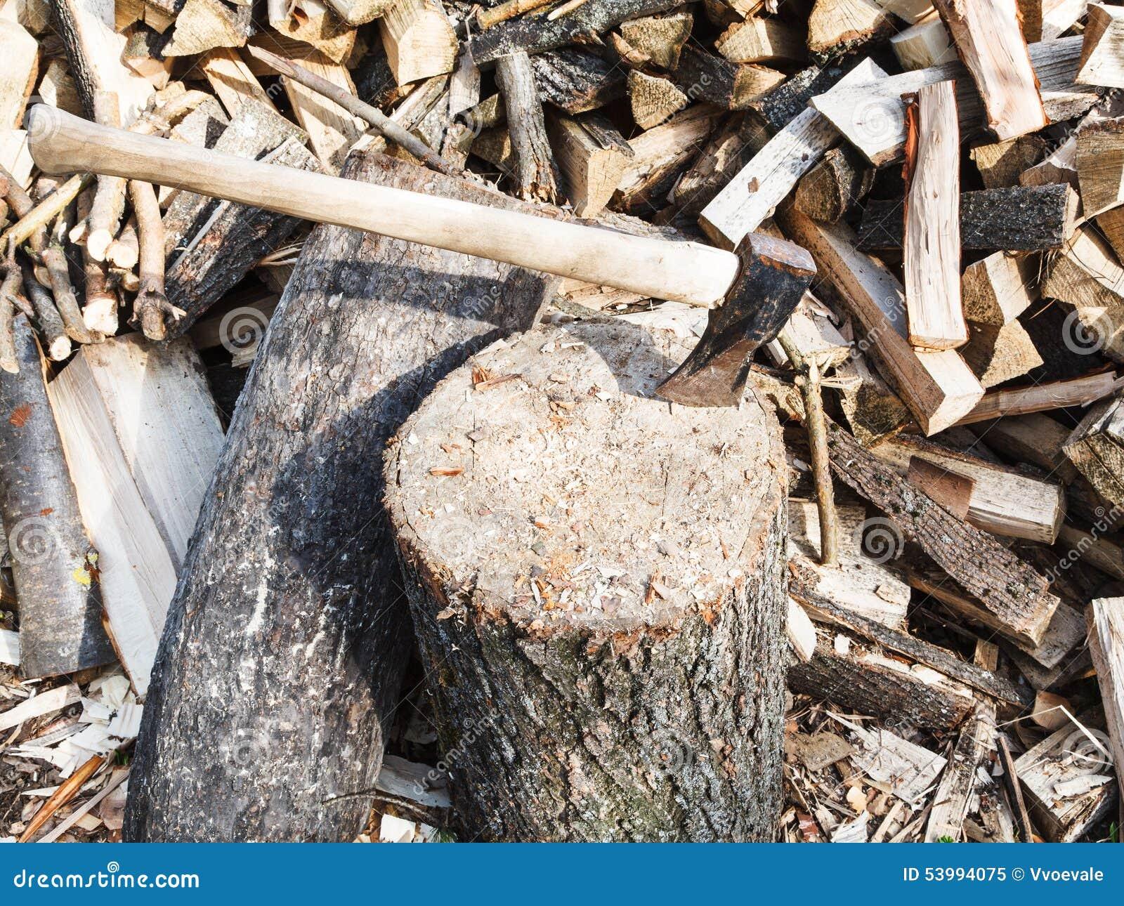 Hache En Bois De Couperet Dans Le Bloc Pour Couper Le Bois De Chauffage Photo stock Image  # Quand Couper Le Bois De Chauffage