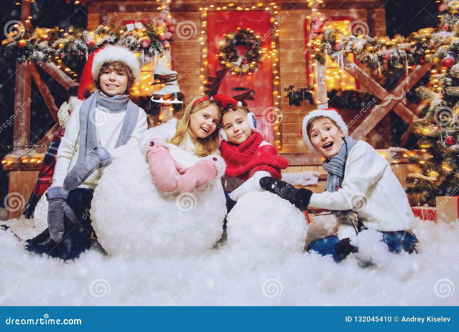 Haciendo el muñeco de nieve junto