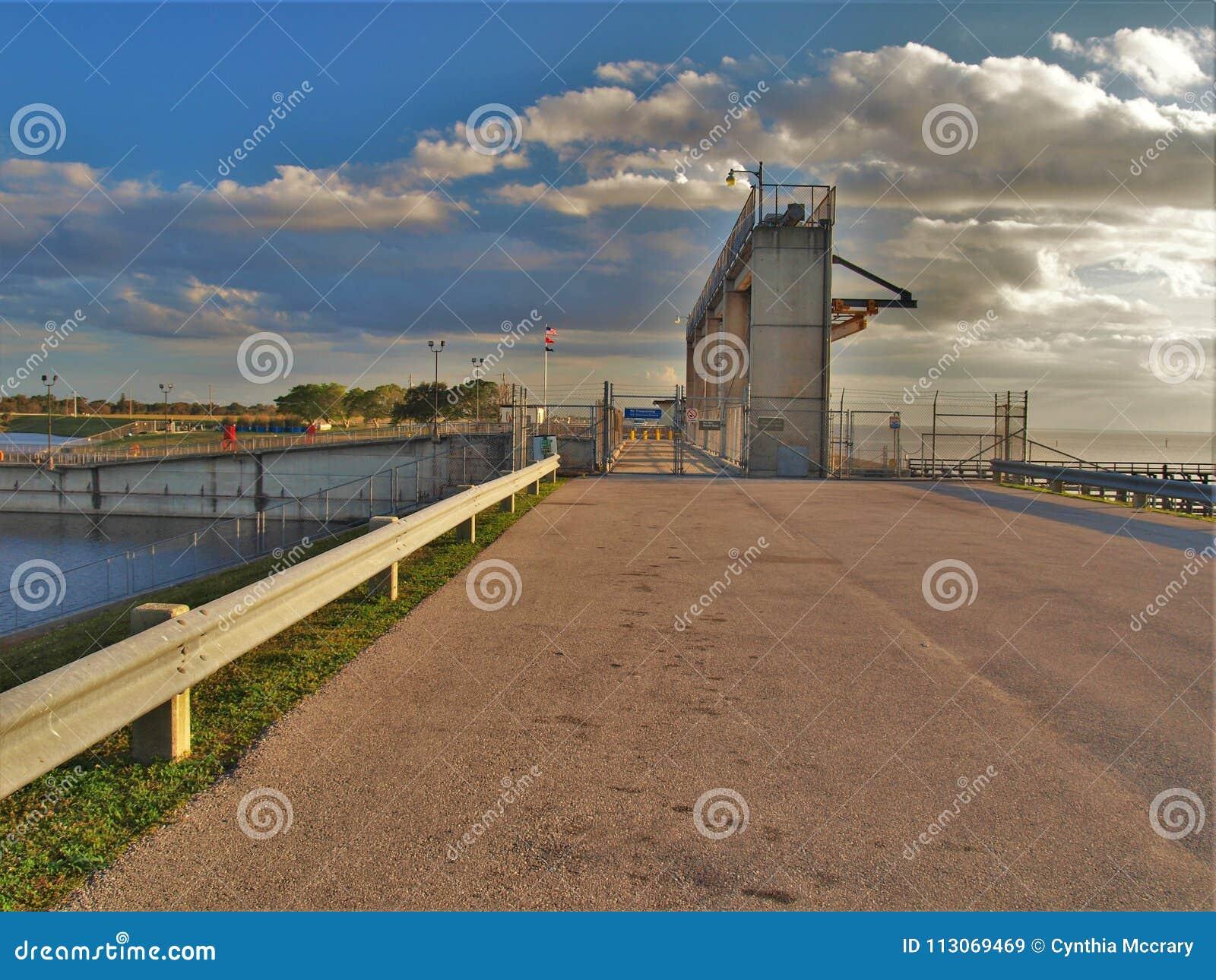Hafen Mayaca-Verschluss und Verdammung
