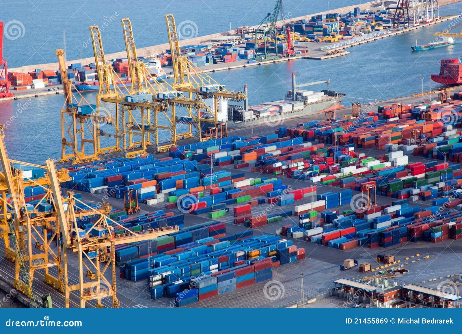 Hafen mit Lots Ladung
