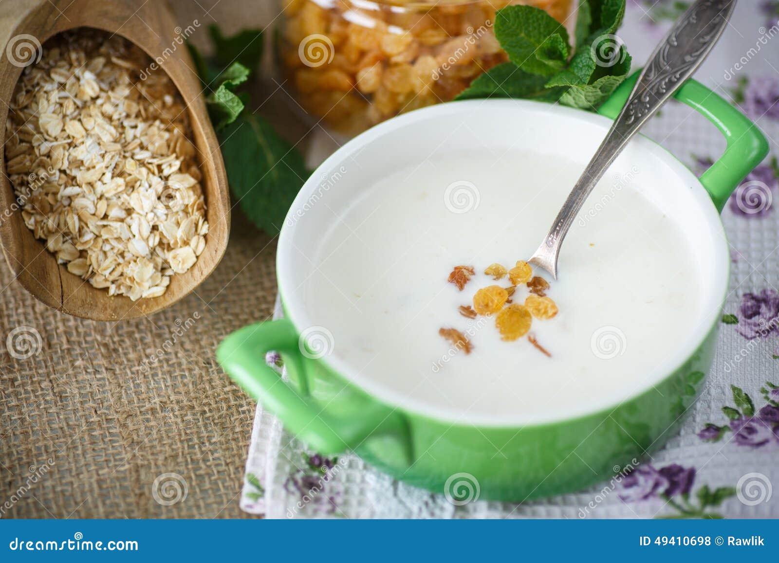 Download Hafermehl Mit Milch Und Rosinen Stockfoto - Bild von gesundheit, diät: 49410698