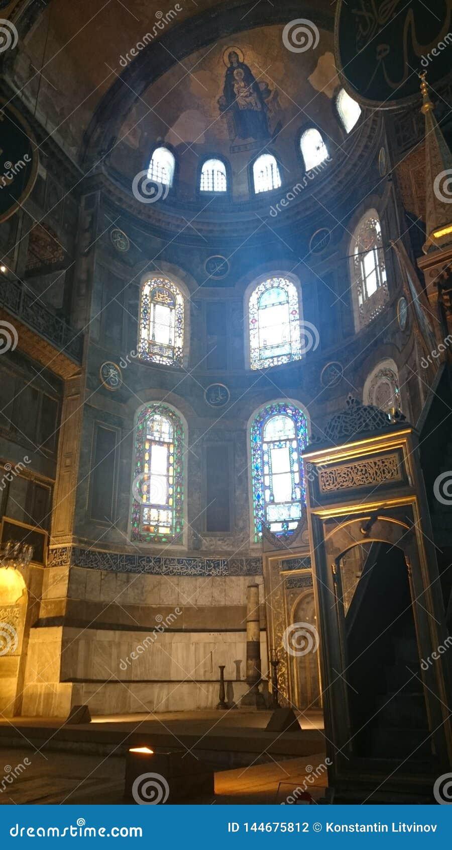 Интерьер Hagia Sophia на Стамбуле Турции - предпосылке архитектуры