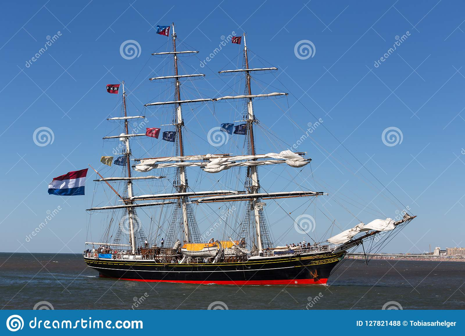 Hague Hague, holandie,/- 01 07 18: żeglowanie statku stado Amsterdam na oceanie Hague holandie