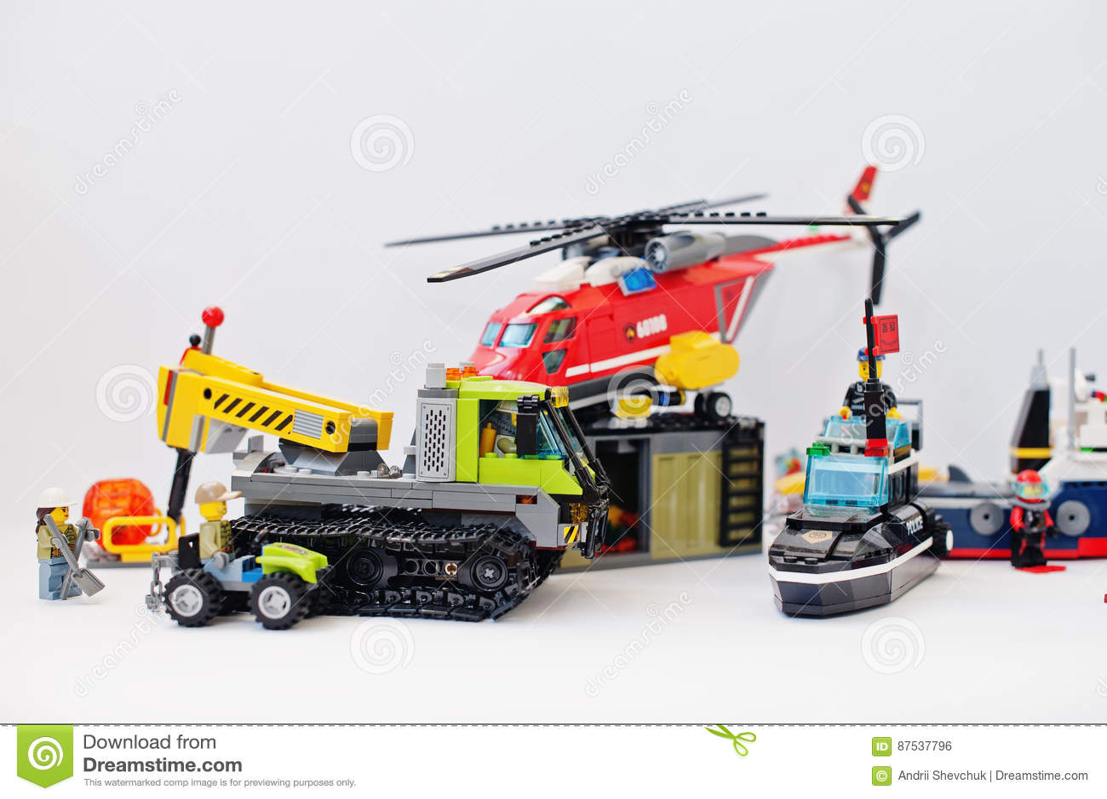 Hai Ukraina, Marzec, - 1, 2017: Różne zabawki od Lego bloków L