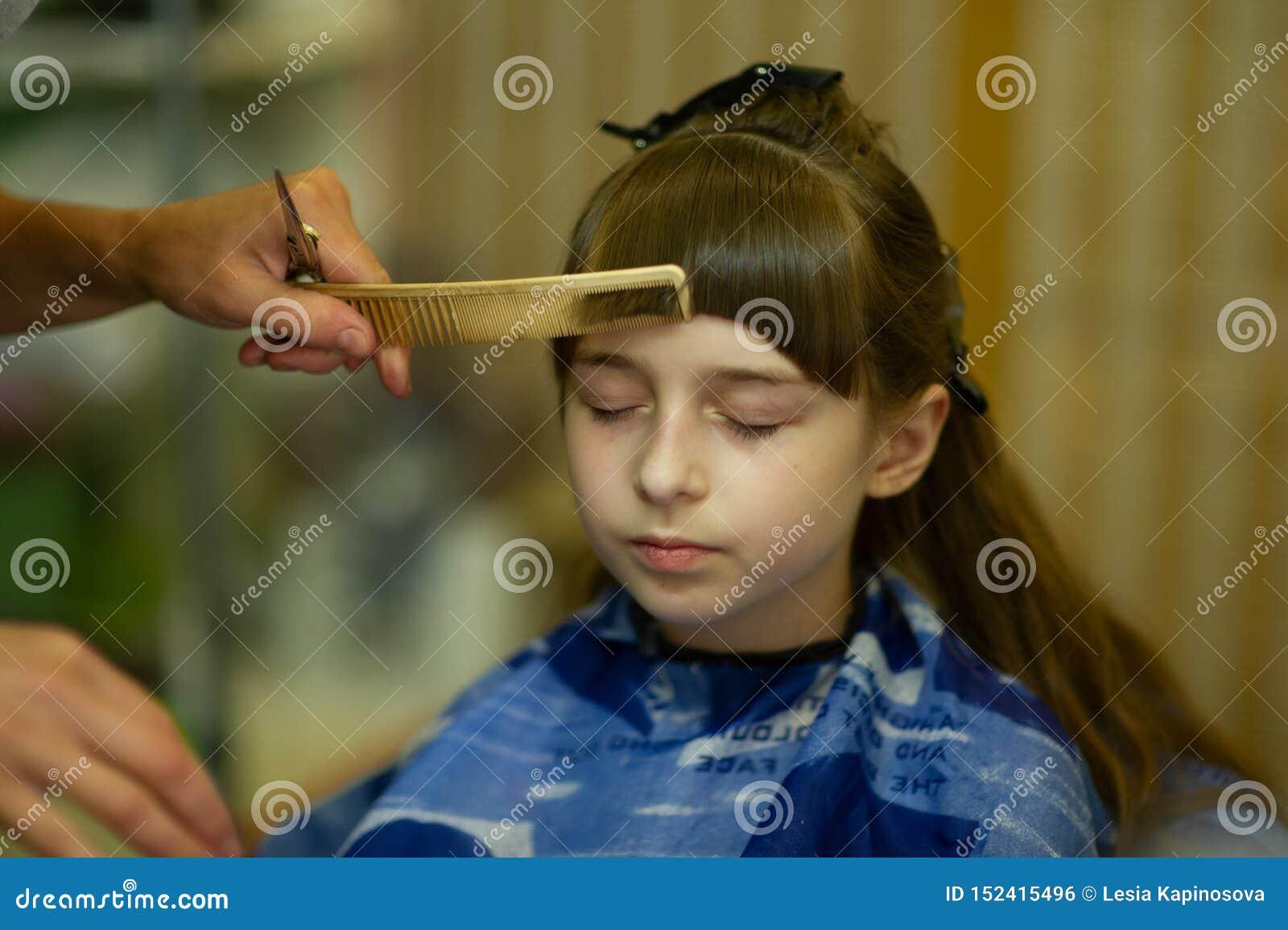 Awe Inspiring Hairdresser Making A Hair Style To Cute Little Girl Stock Photo Schematic Wiring Diagrams Amerangerunnerswayorg