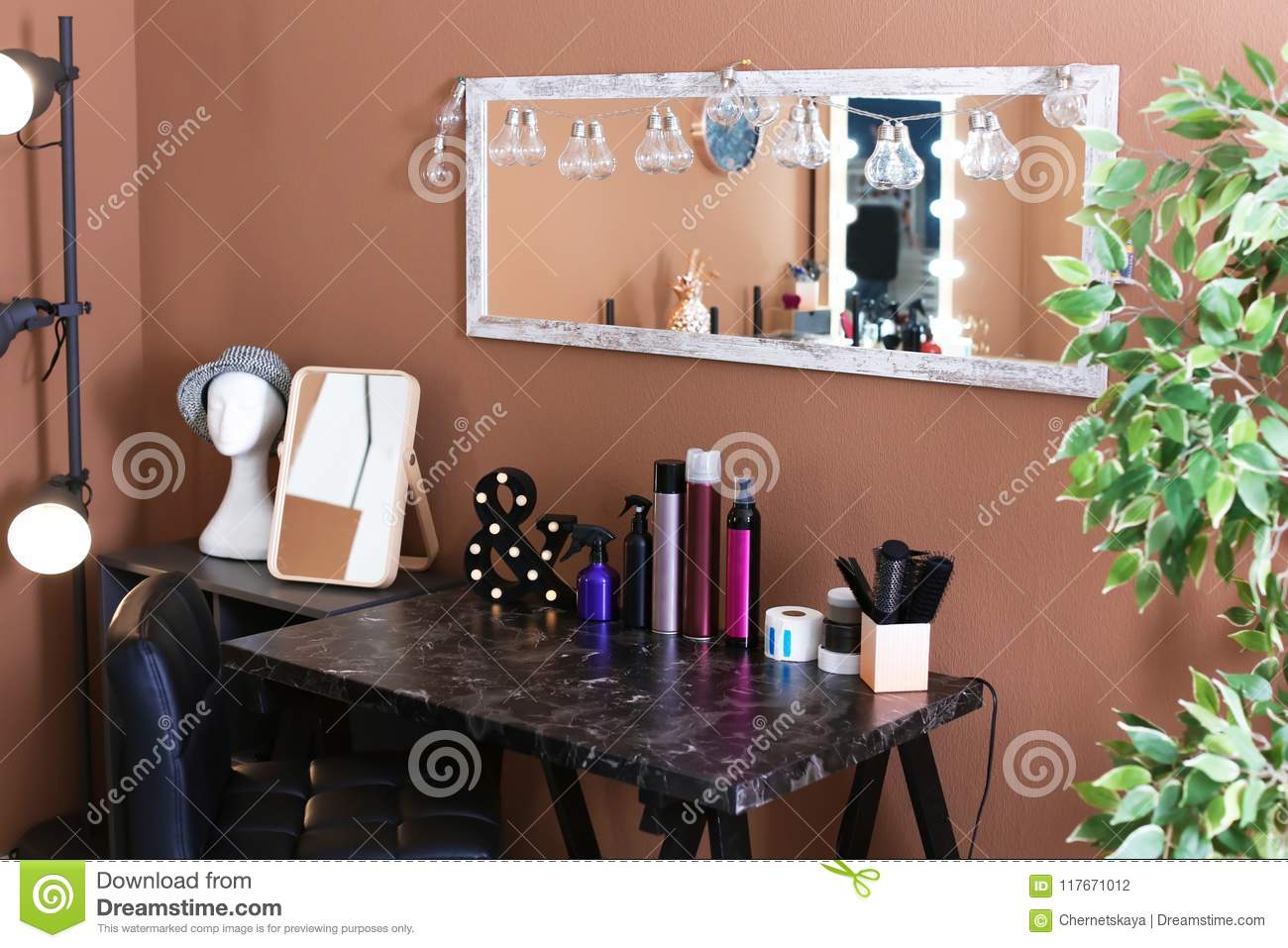 What should be the workplace of the hairdresser (photo)