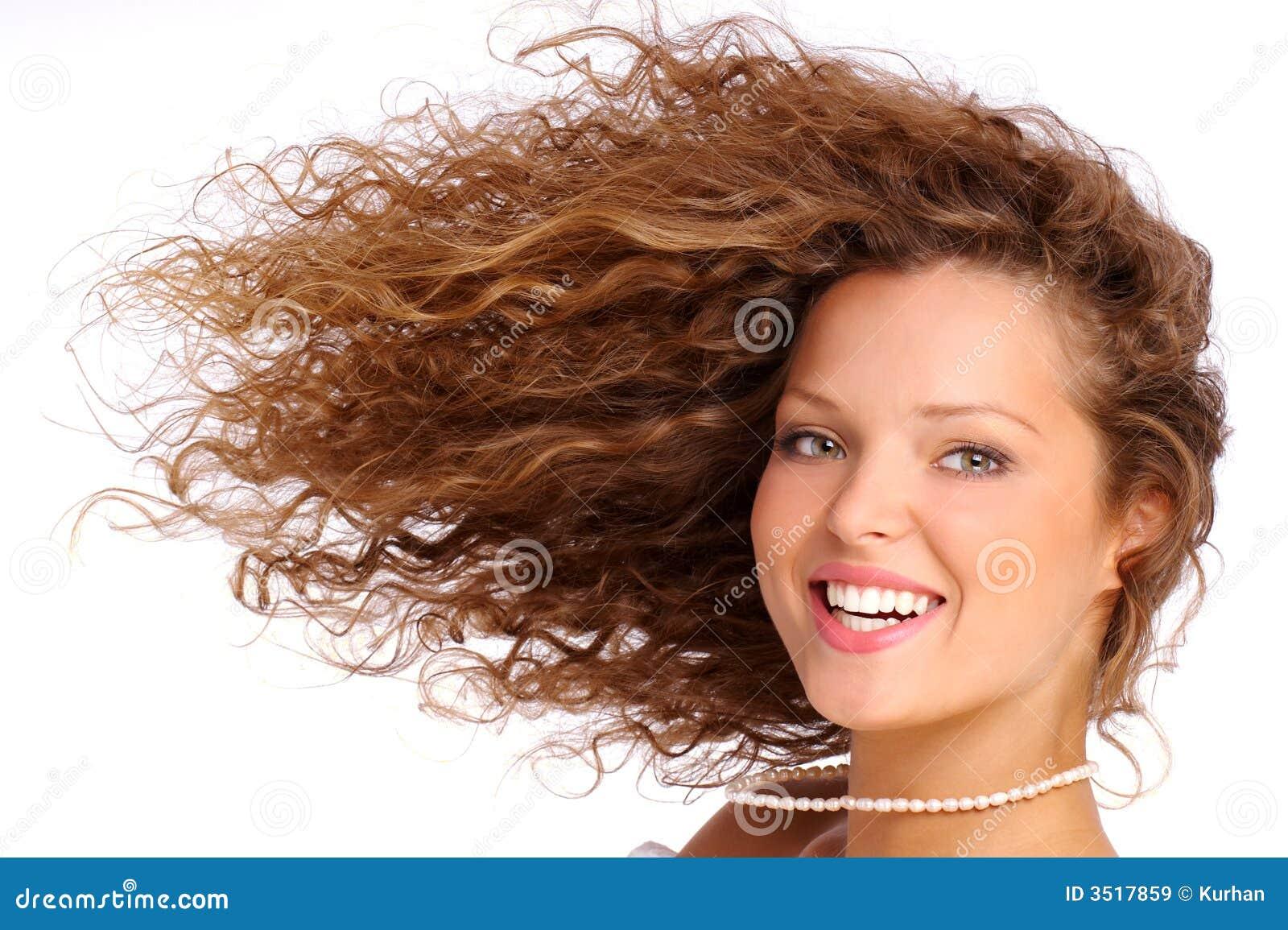 Сон длинные завитые волосы