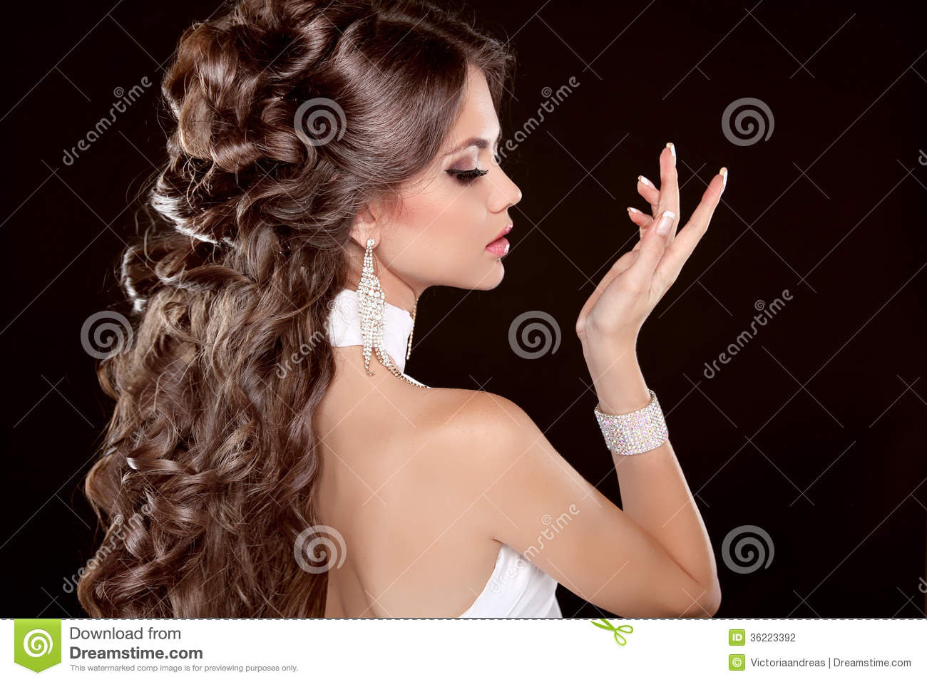 Hairstyle. Long Hair. Glamour Fashion Woman Portrait Of