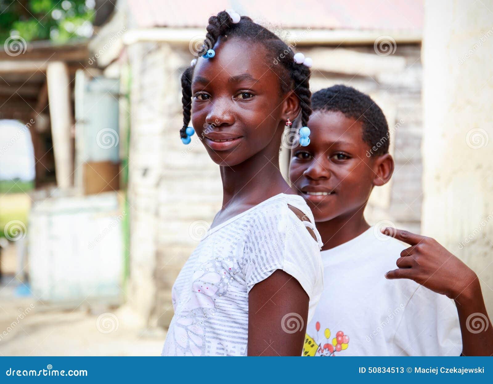 Haitańscy dzieci w obozie uchodźców