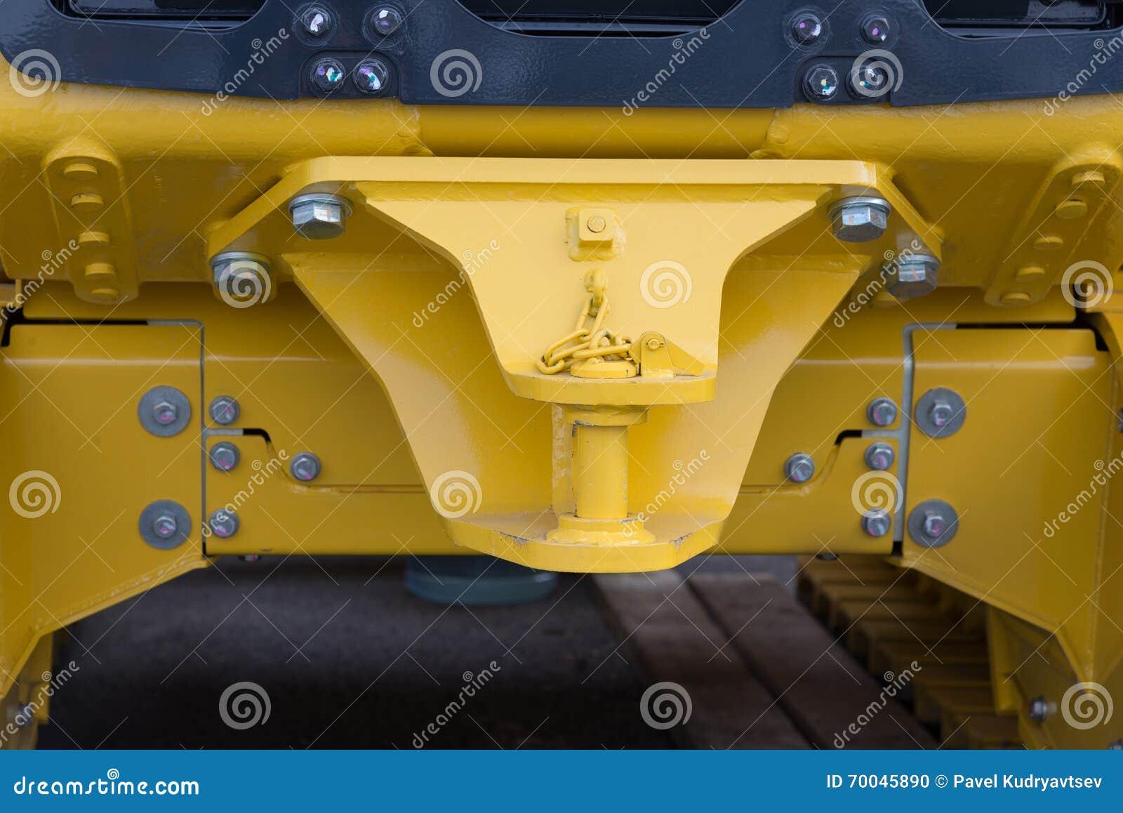Hake med släpstången av den nya traktoren