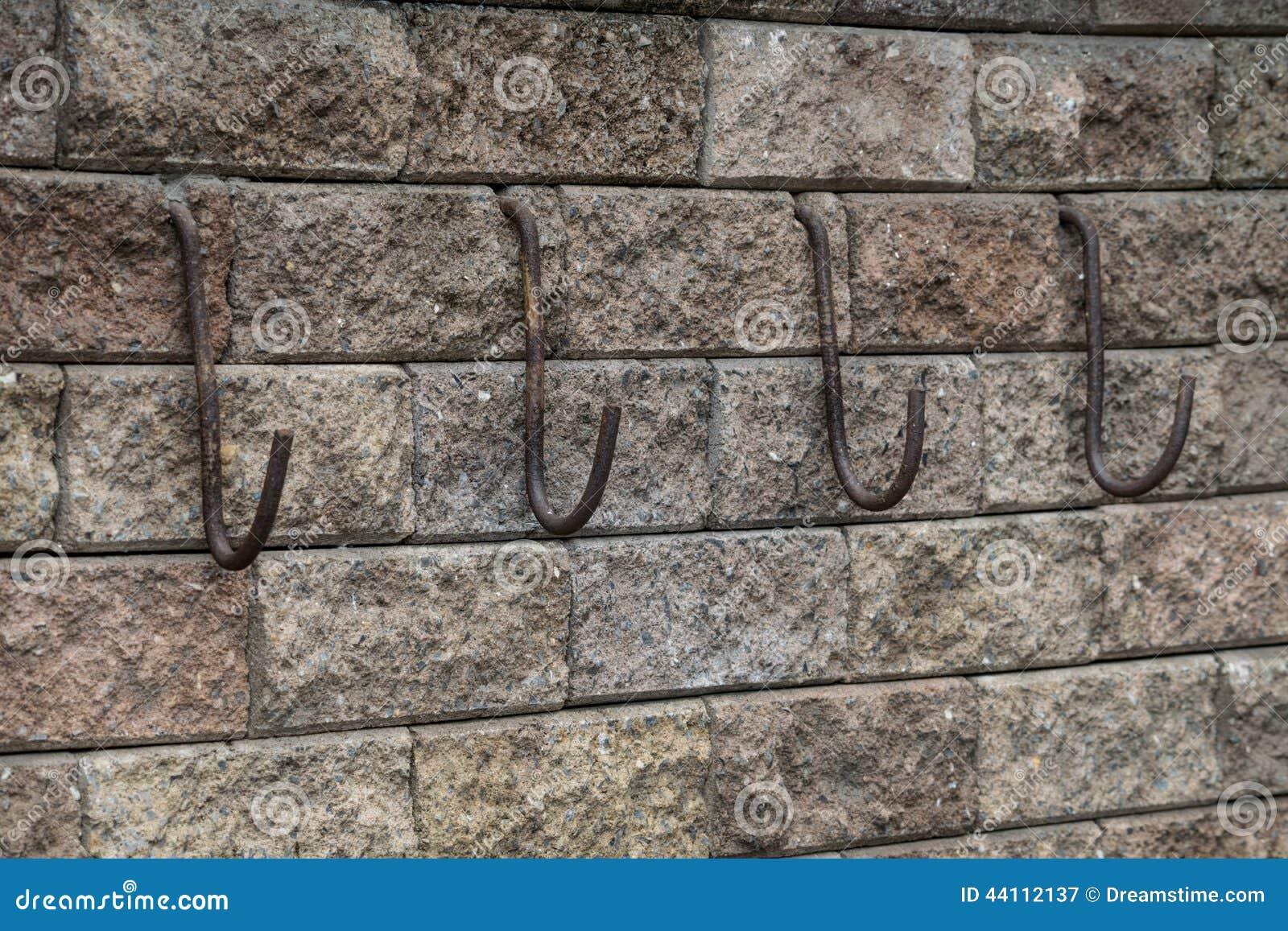 Haken Op De Bakstenen Muur Stock Afbeelding Afbeelding Bestaande