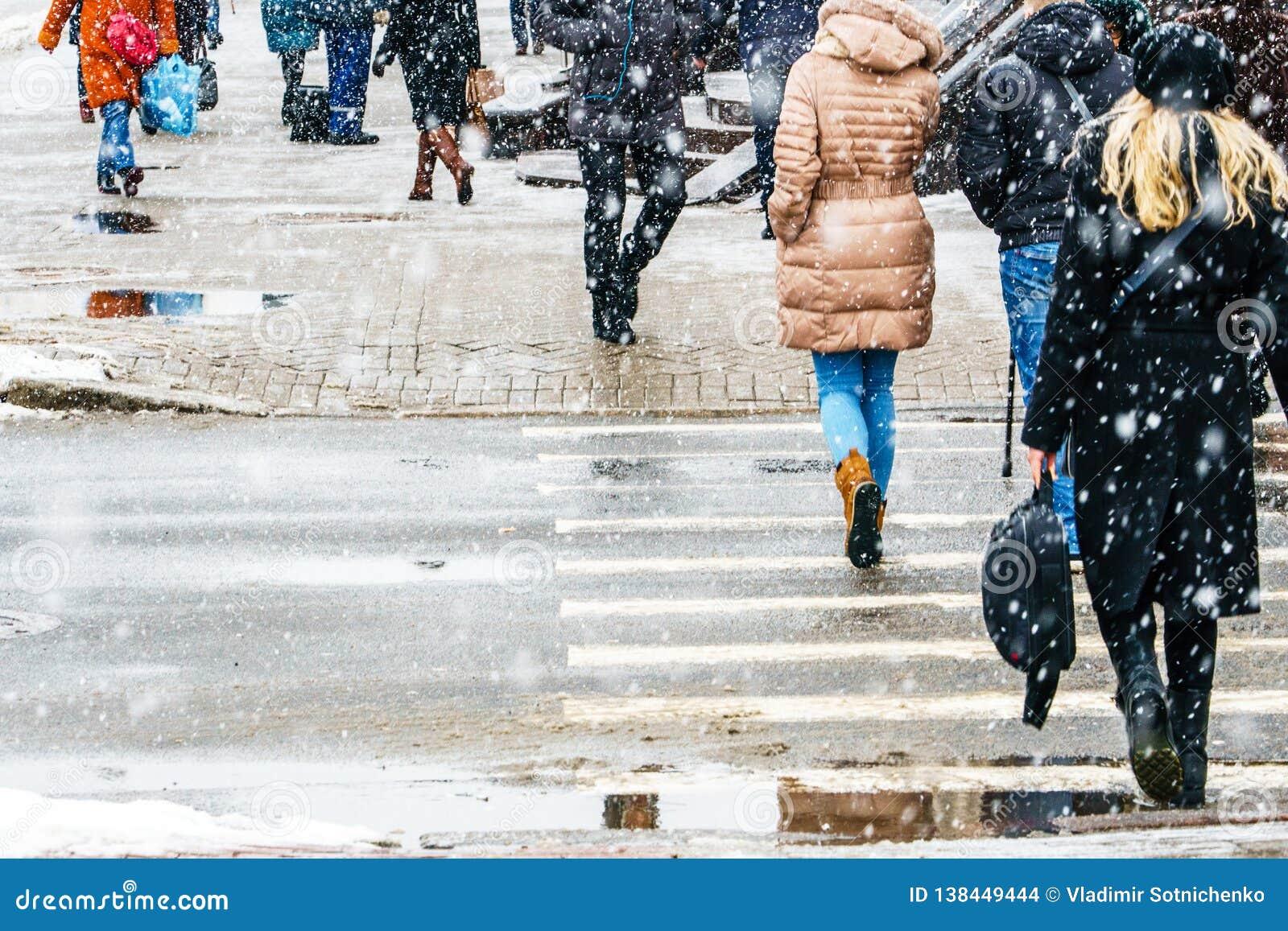 Hal trottoar för vinterstad