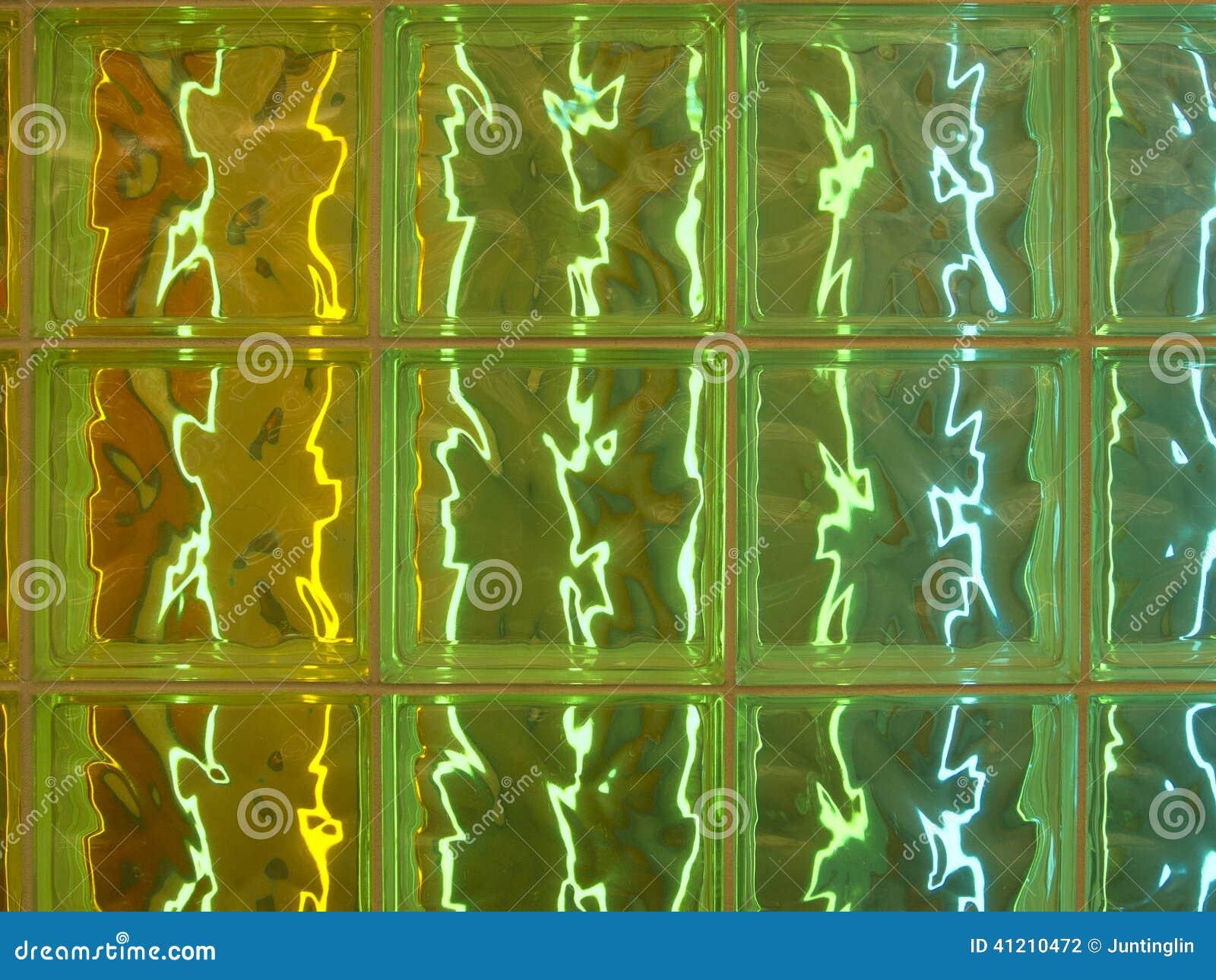 halb transparente glasfliesen mit bunter beleuchtung. Black Bedroom Furniture Sets. Home Design Ideas