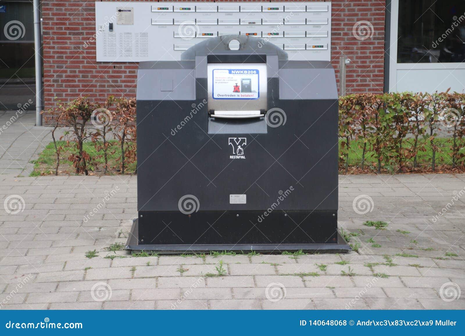 Halb Untertageabfallbehälter mit frankiertes Kartenleser, in dem Abfall für 1 Euro pro Tasche in Zuidplas herein eingesetzt werde