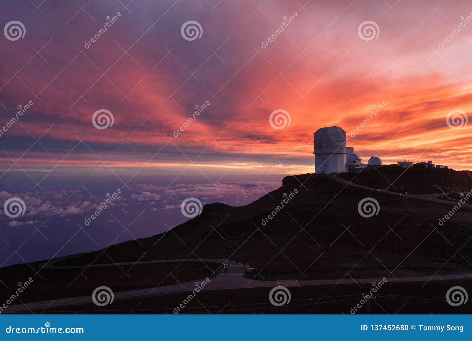 Haleakala-Observatorium bei Sonnenuntergang
