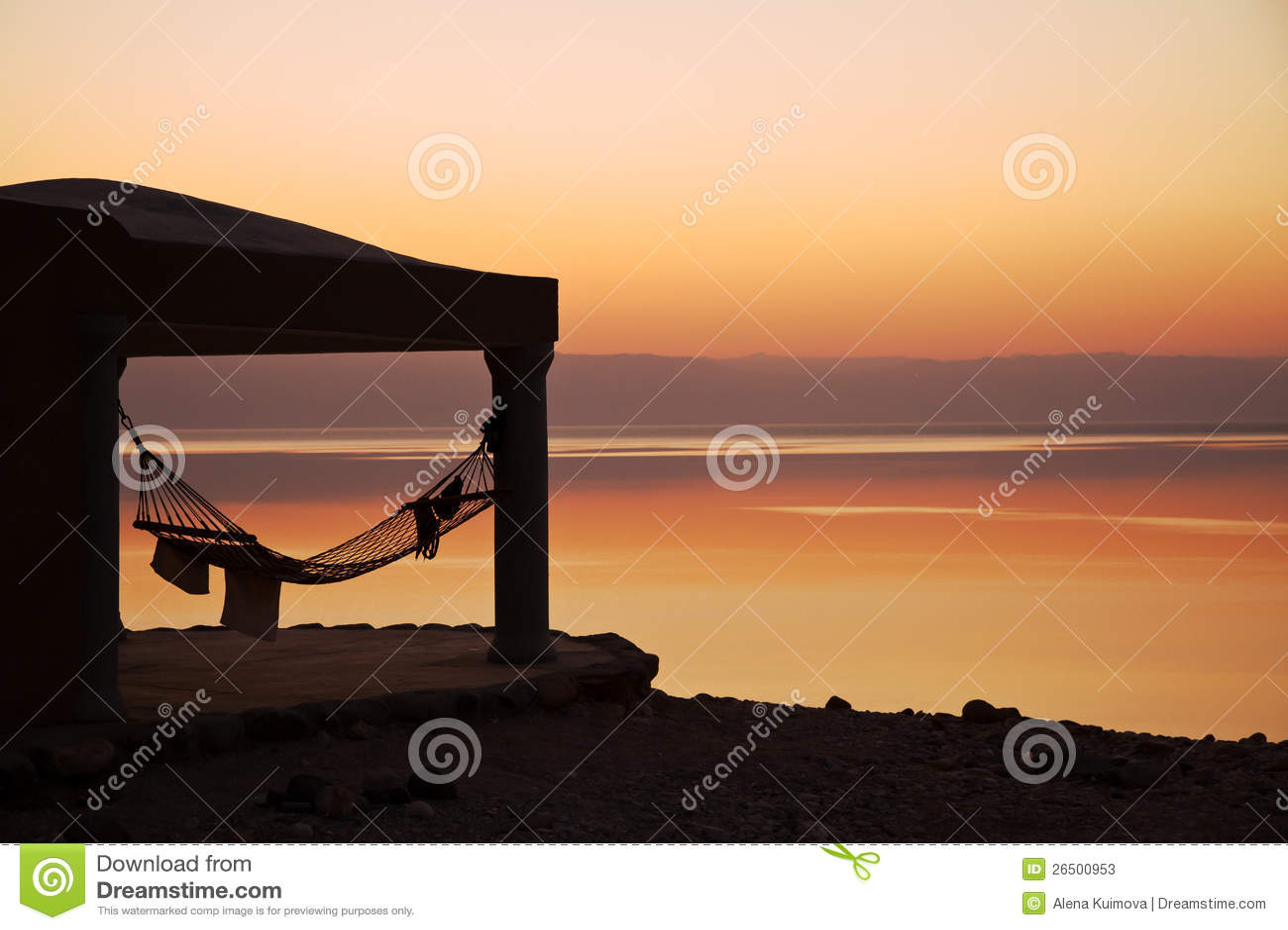 ?halet no por do sol, mar inoperante.