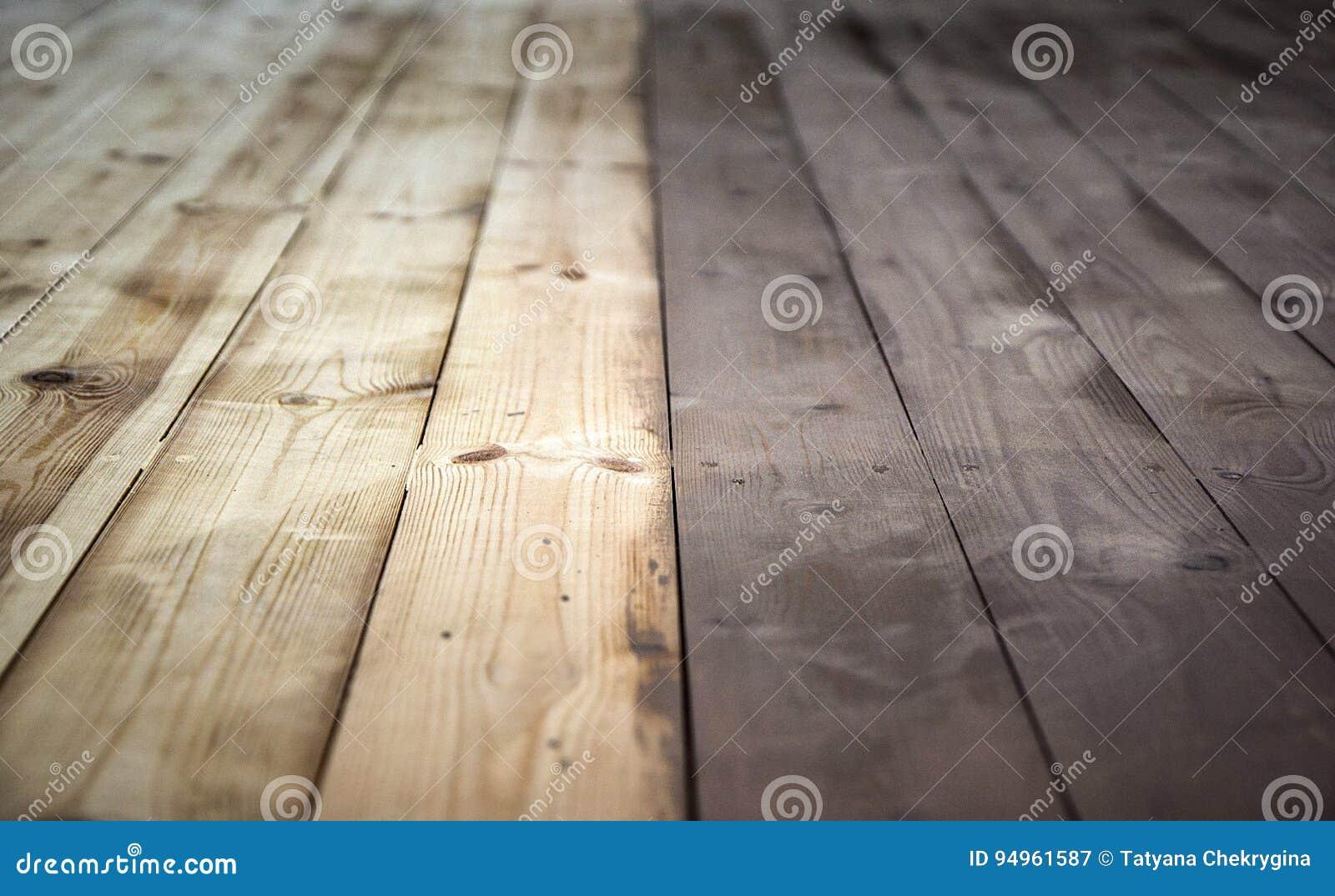 Half geschilderde houten achtergrond met grijze kleur houten vloer