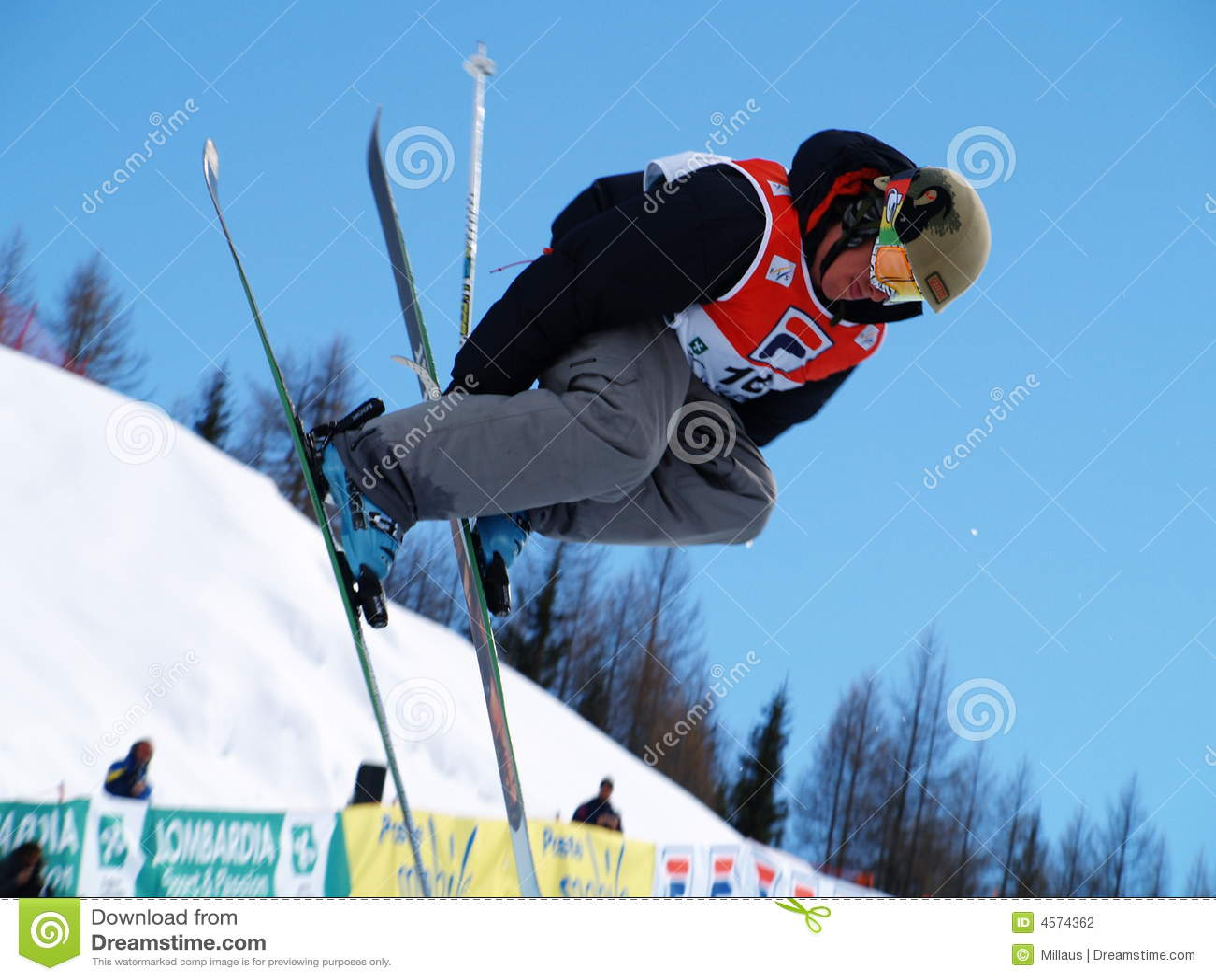 Half pipe ski freestyle