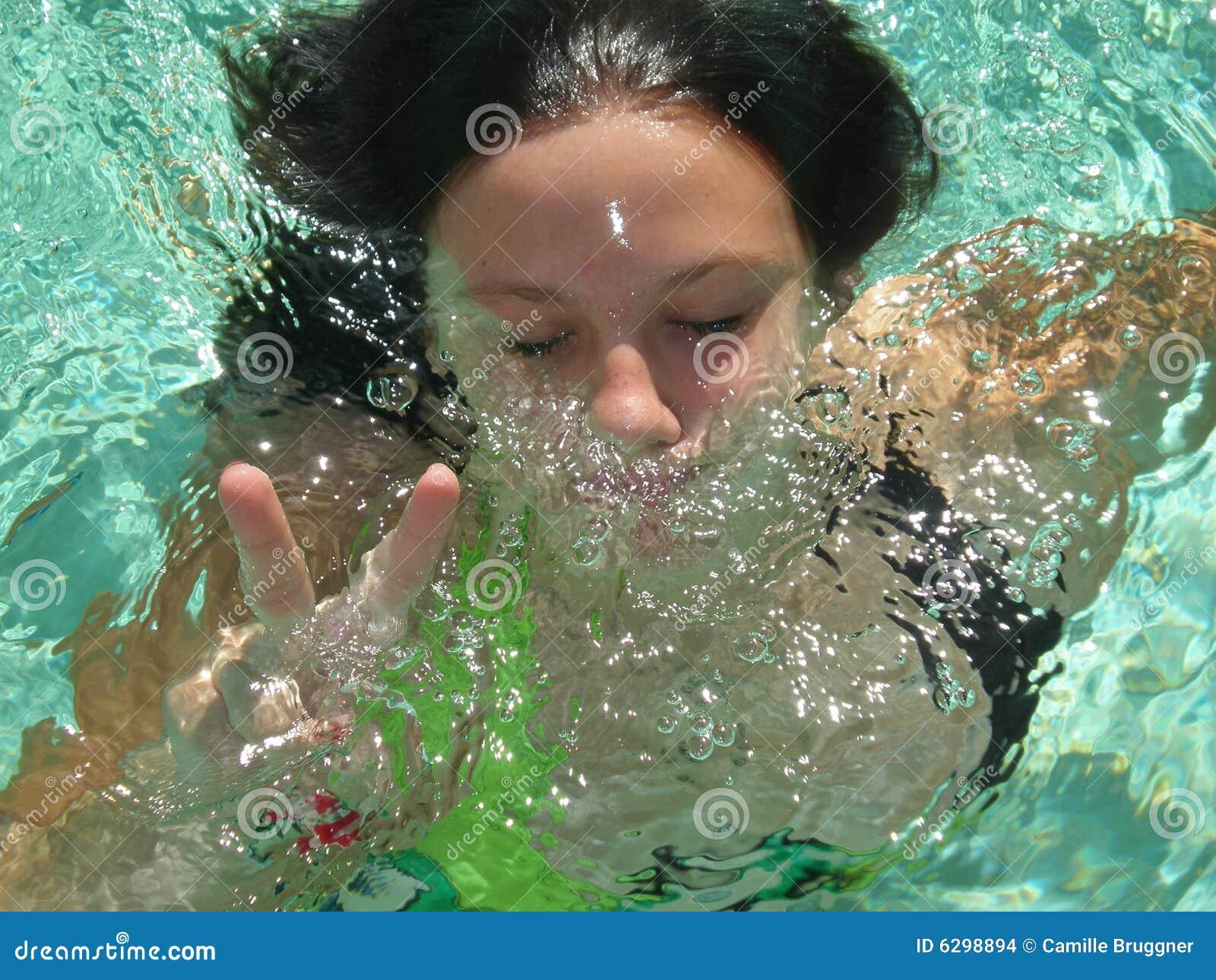 Unter Wasser Wird Gestreichelt, Geblasen Und Gebumst
