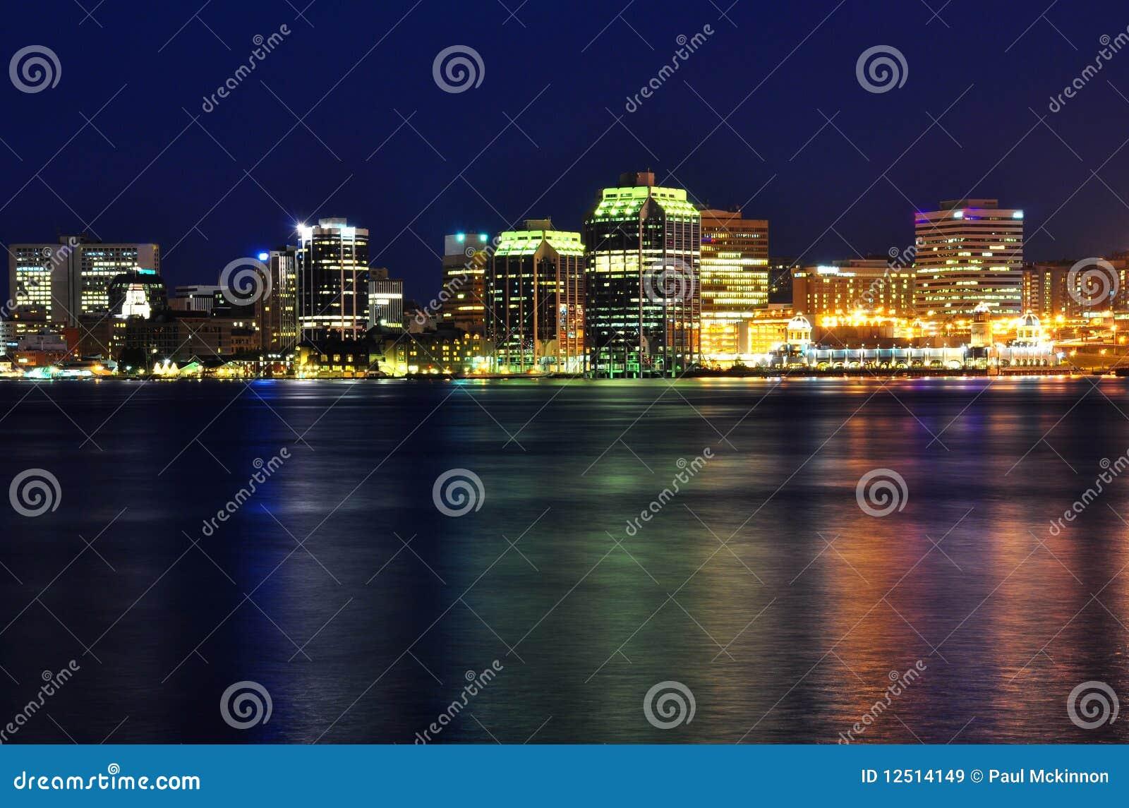 Halifax Nova Scotia bij nacht in Juli