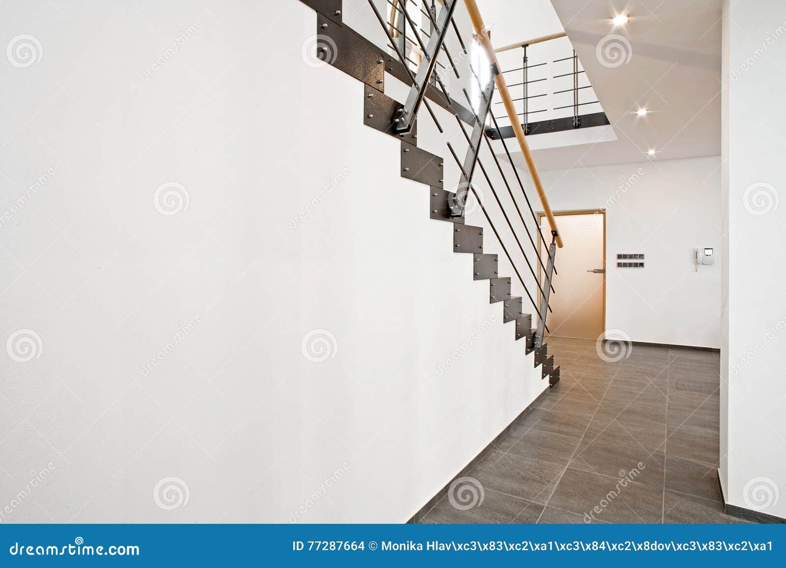 Hall D Entrée Moderne hall d'entrée avec l'escalier photo stock - image du