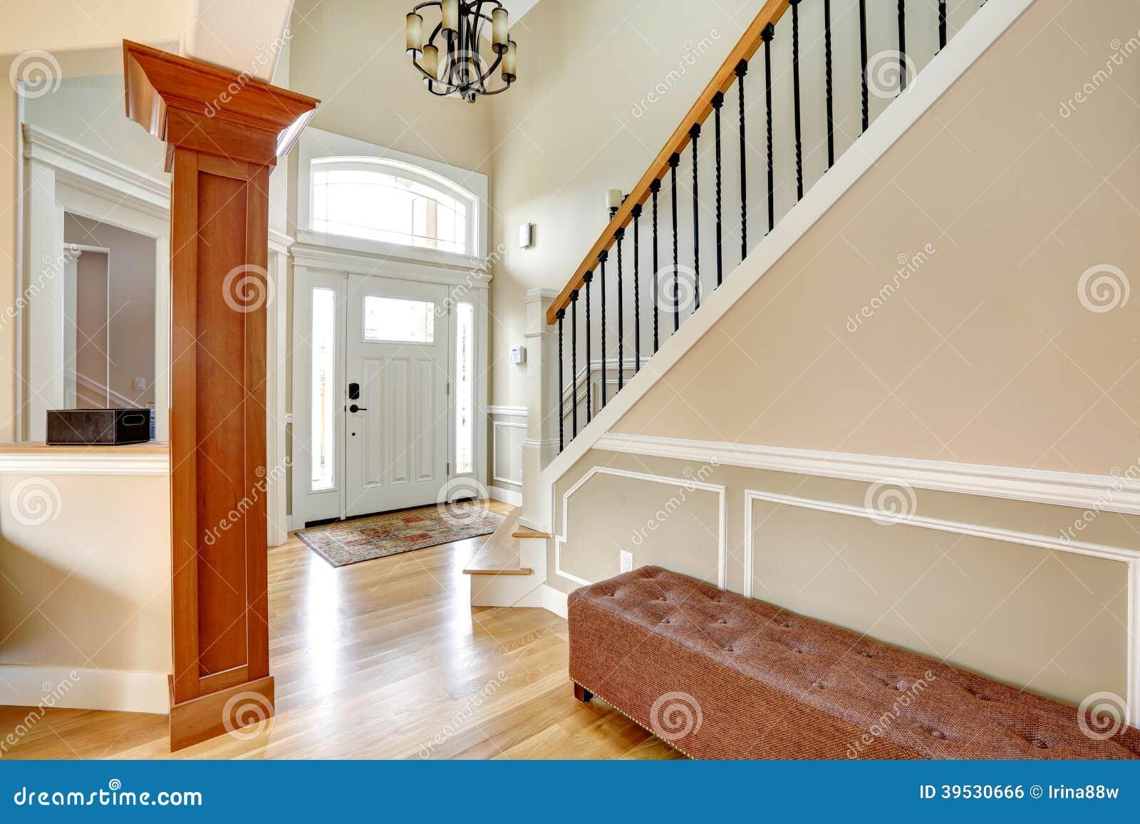hall d 39 entr e de luxe photo stock image du home neuf 39530666. Black Bedroom Furniture Sets. Home Design Ideas