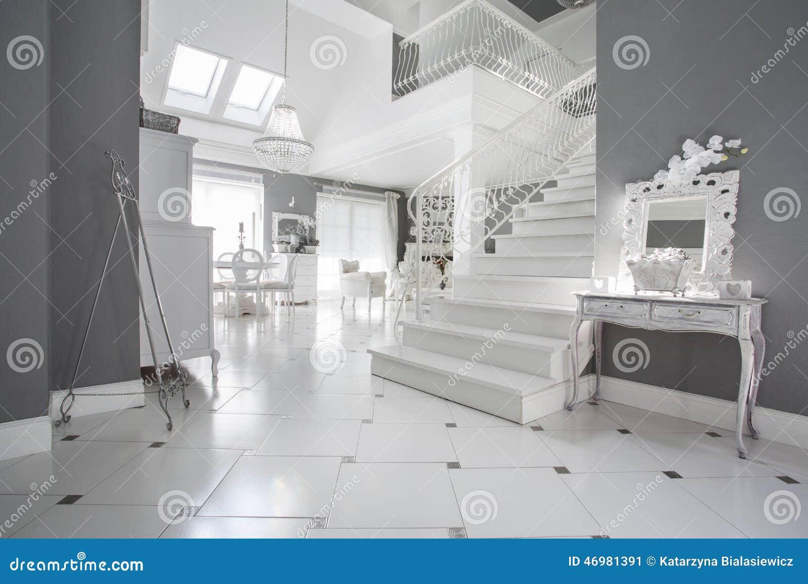 Hall d\'entrée de luxe image stock. Image du appartement - 46981391