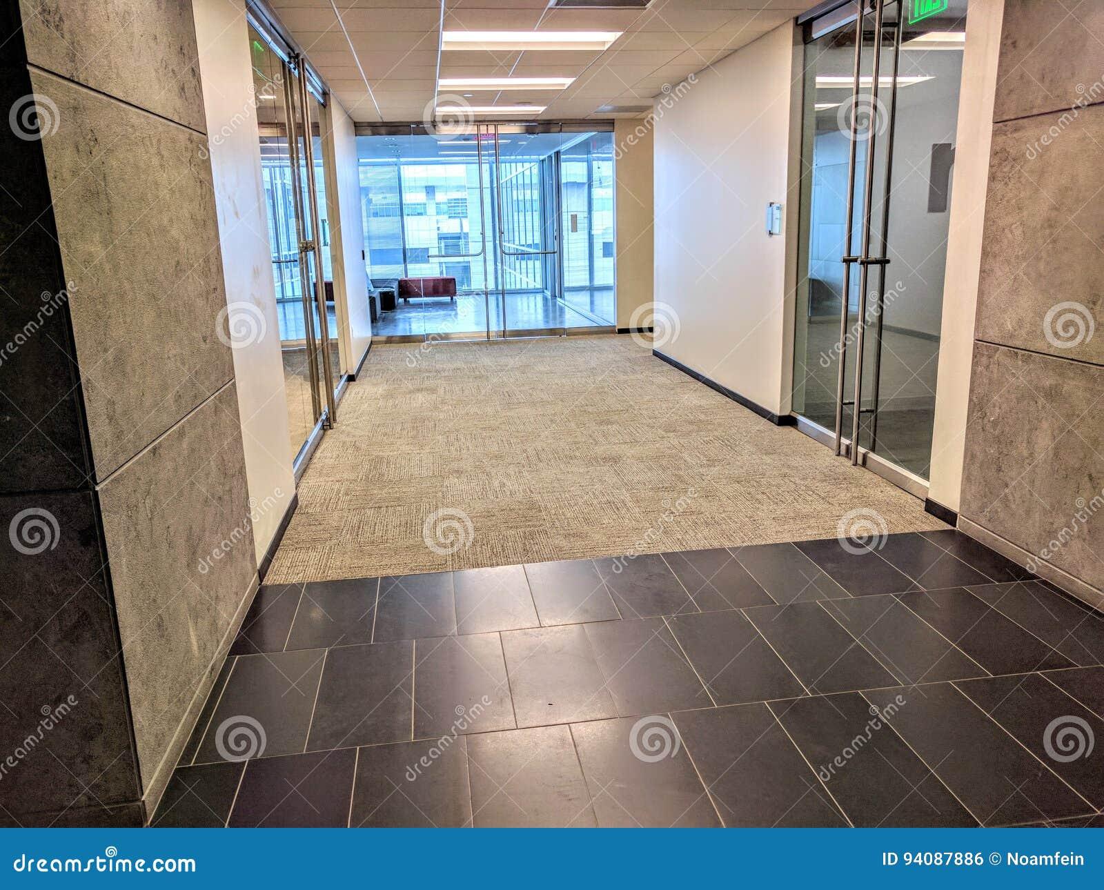 Hall d 39 immeuble de bureaux photo stock image du int rieur 94087886 - Tapis hall d immeuble ...