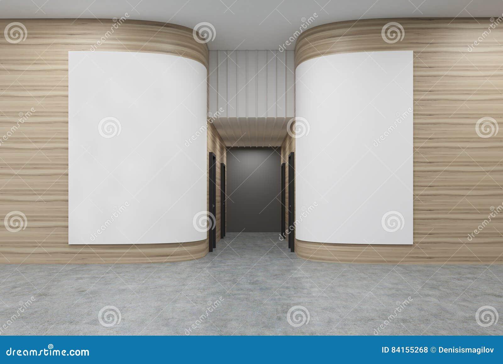 Hall de bureau avec les murs en bois arrondis il y a deux affiches