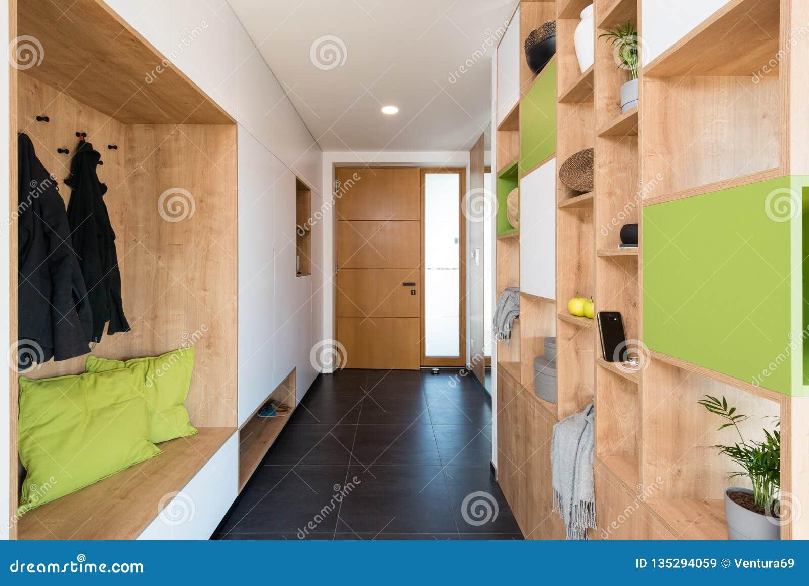 Hall de maison moderne image stock. Image du conception - 135294059
