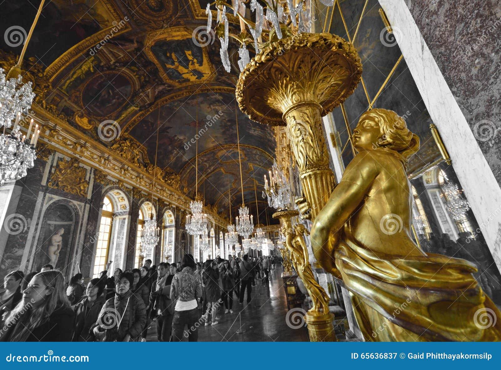Hall des miroirs dans le palais de Versailles