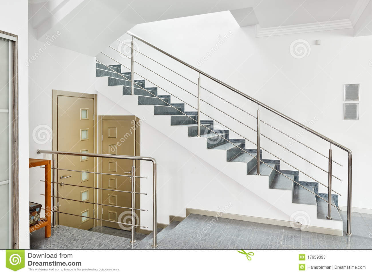 Hall moderne avec l 39 int rieur d 39 escalier en m tal image for Photos escalier interieur moderne