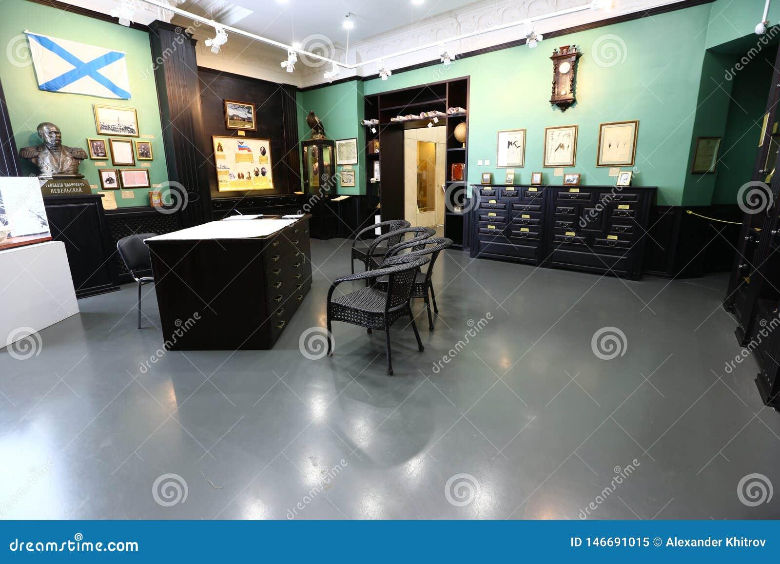 Hallen des Arsenyev-Museums