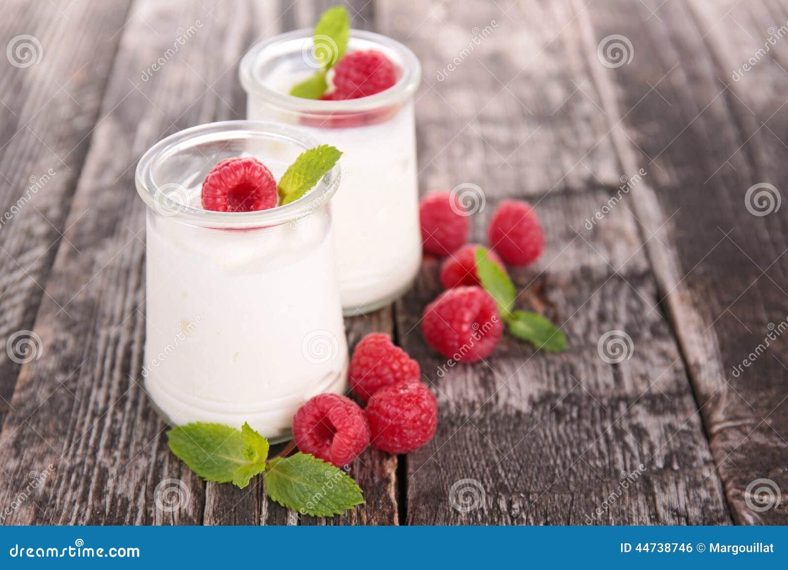 Hallon och yoghurt