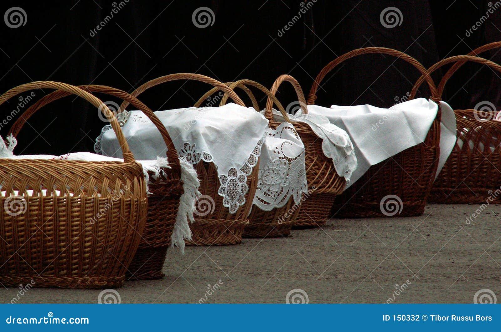 Hallowed meal baskets