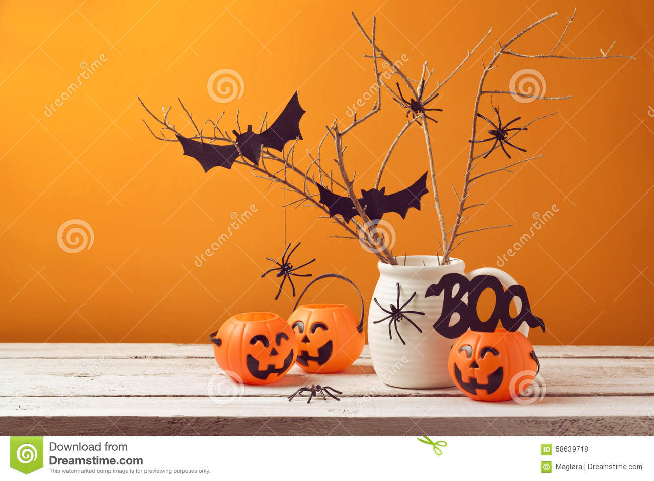 halloween autoguident des d corations avec les araign es et le seau de potiron photo stock. Black Bedroom Furniture Sets. Home Design Ideas