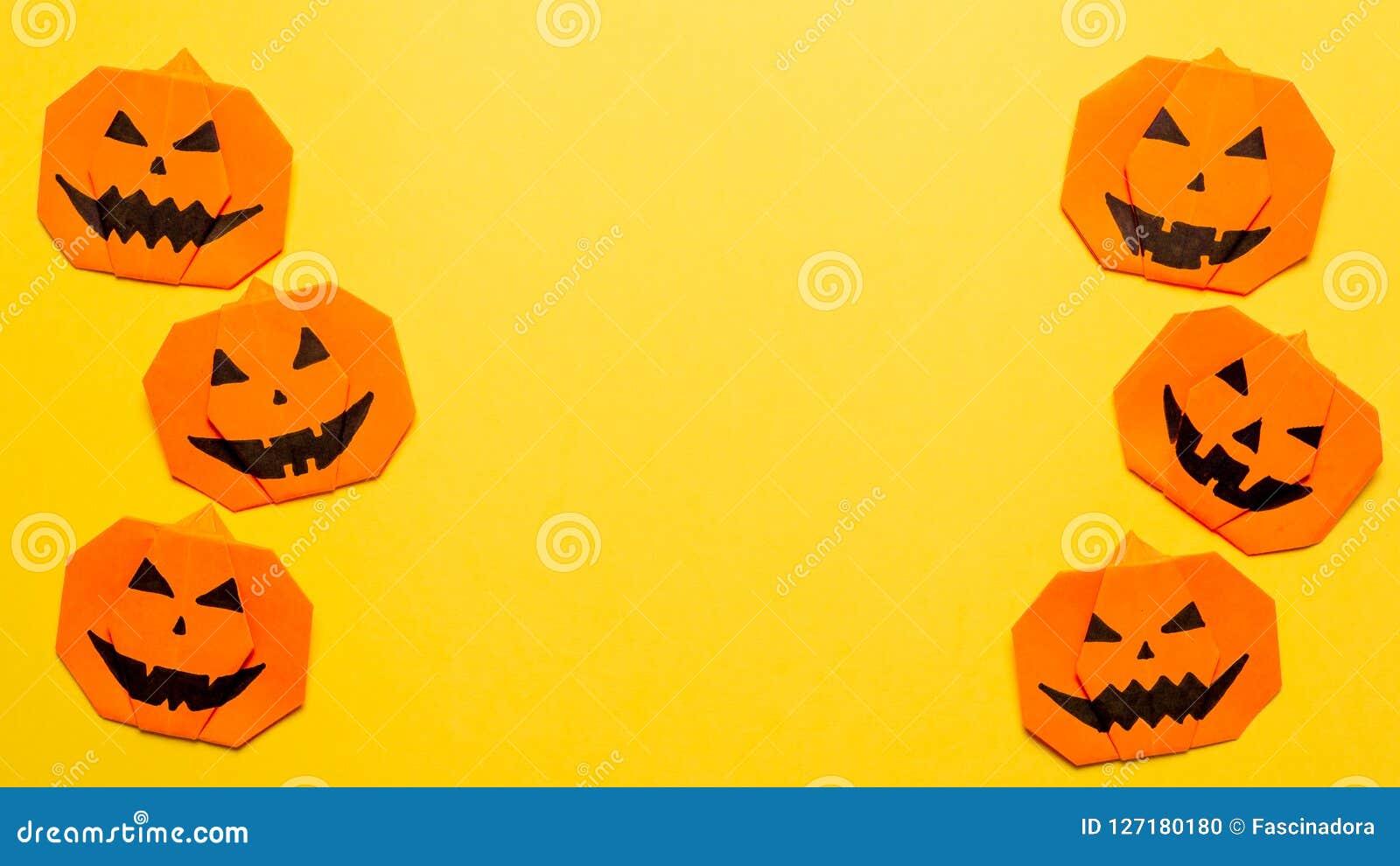 Origami tête de mort pour #halloween | Halloween origami, Origami ... | 990x1600