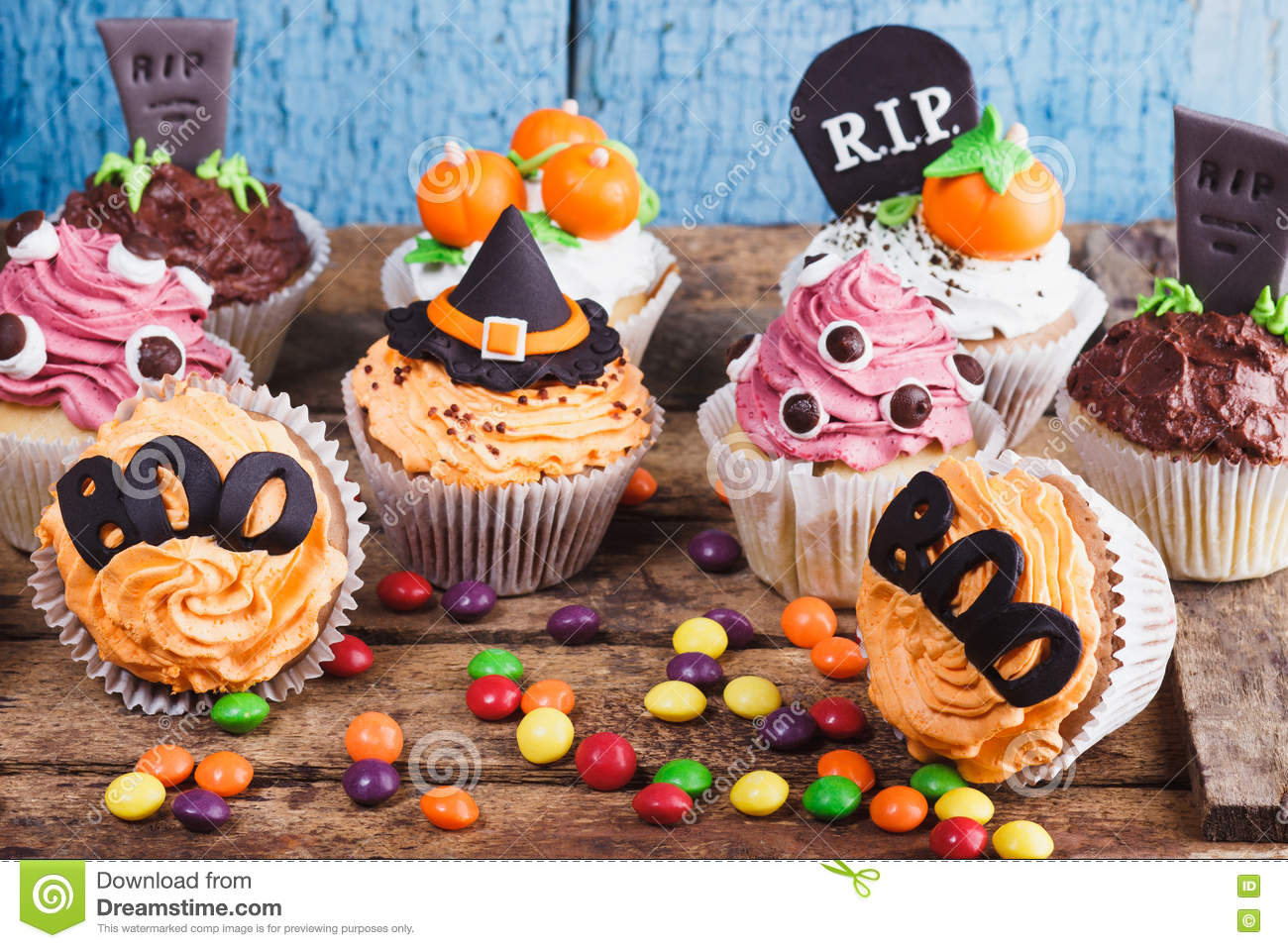 royalty free stock photo - Decorate Halloween Cupcakes