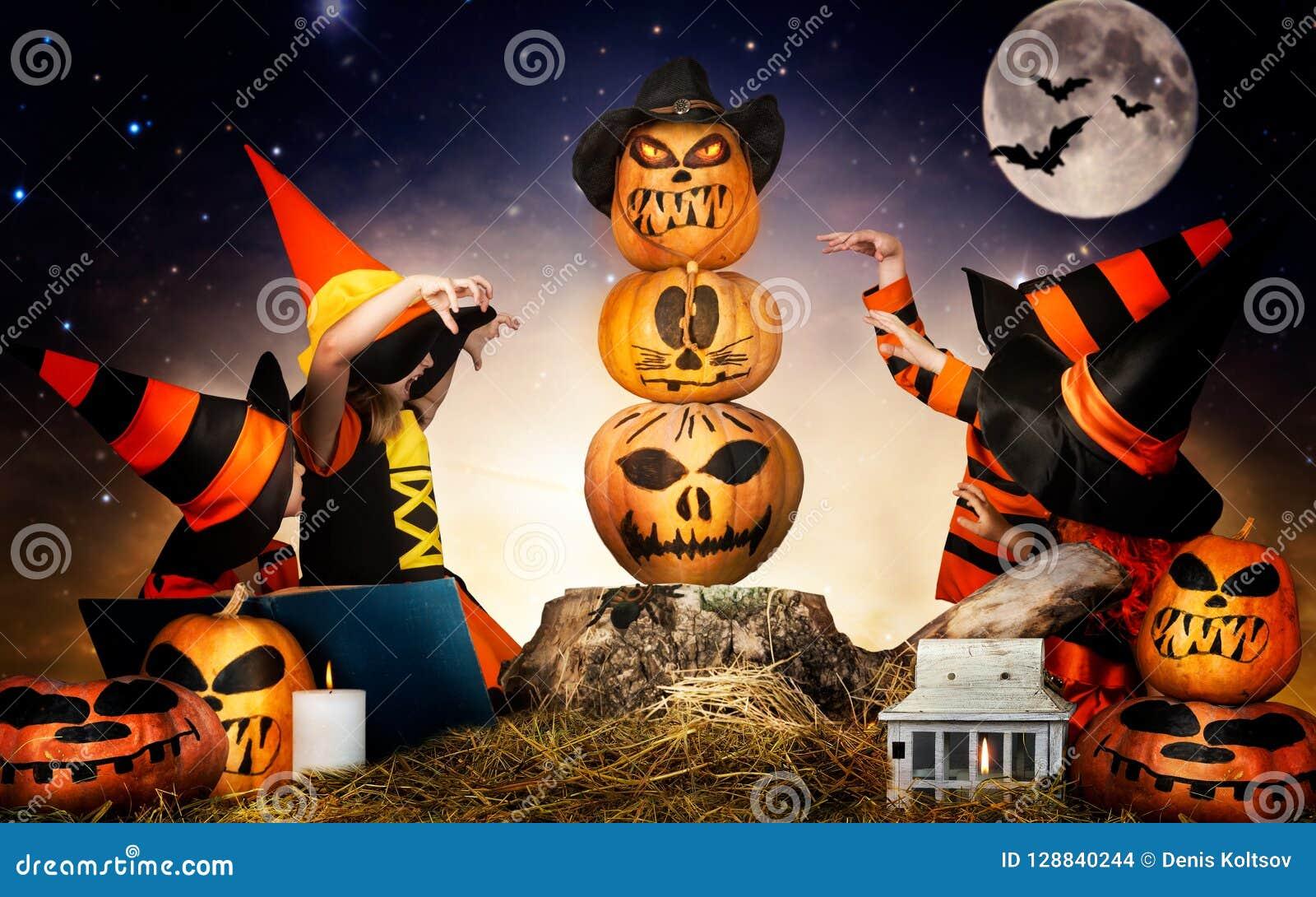 Uit Eten Met Halloween.Halloween De Kinderen Van Heksen En Tovenaars Toveren Over